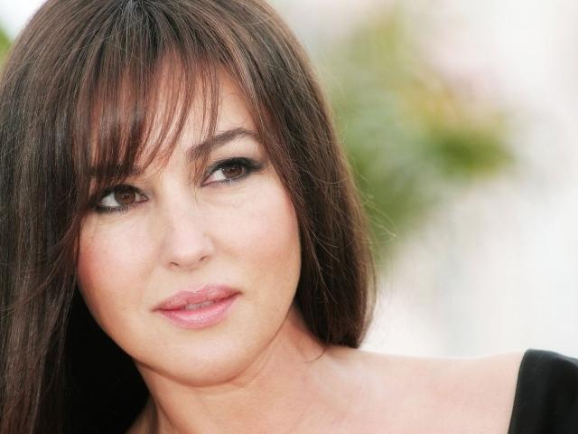 Monica Belluci's Doll Hair | Flattering Haircuts For Older Women | Makeup Tutorials