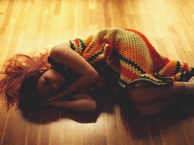 http://www.zastavki.com/pictures/640x480/2014/People___Children_The_girl_lying_on_the_floor_054835_29.jpg