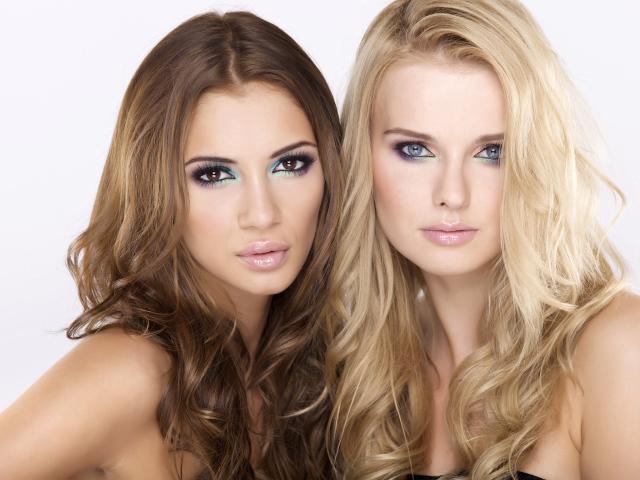 Две блондиночки