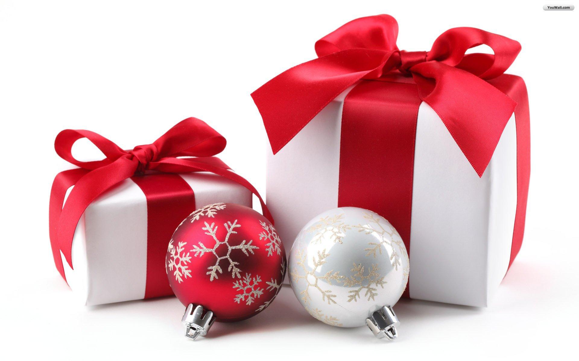 Gift boxes and Christmas decorations on Christmas ...