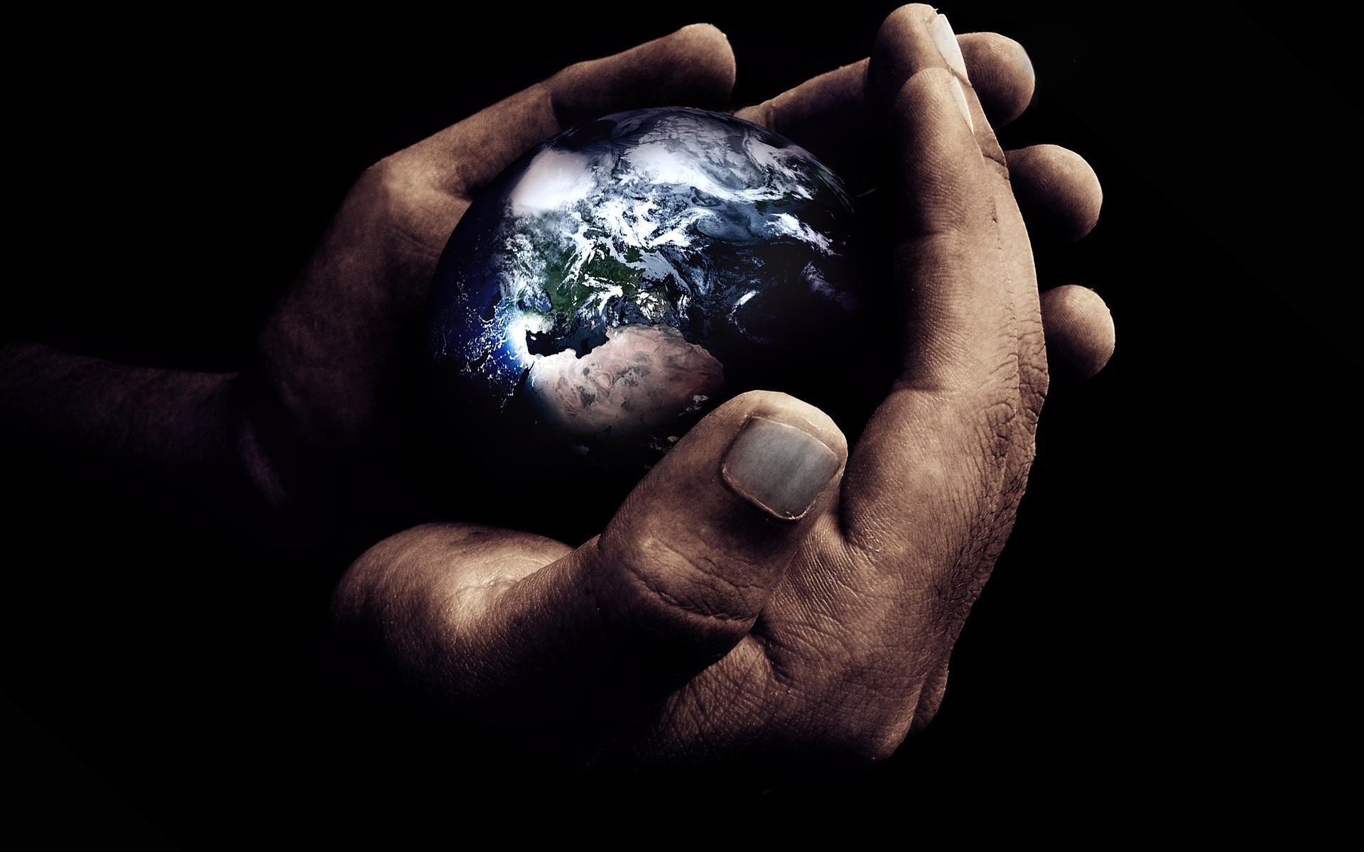 фото шар земли в руках мужчины том, как хитрая