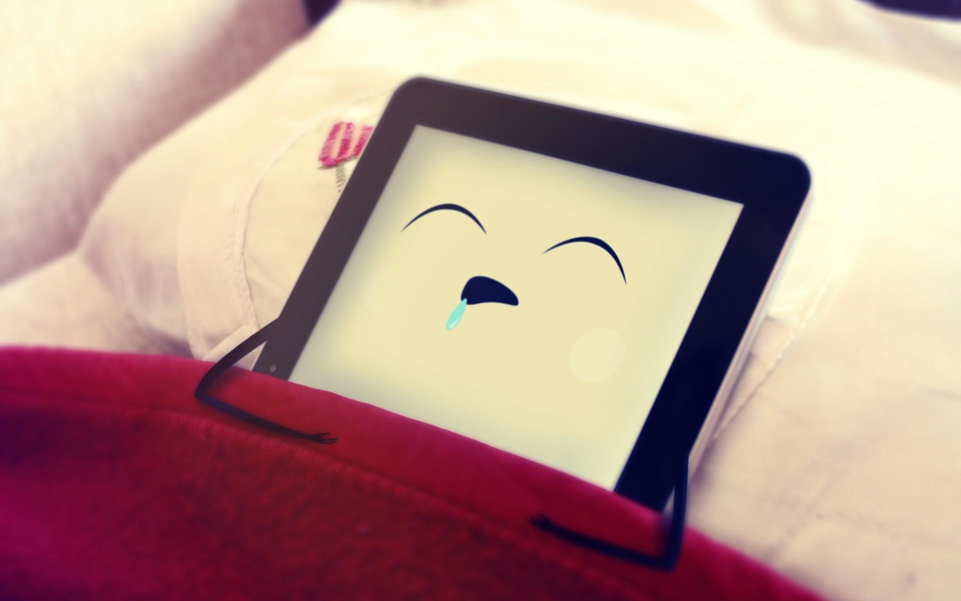 шутка, подушка, планшет - обои для ...: www.zastavki.com/rus/Funny_wallpapers/wallpaper-40730.htm