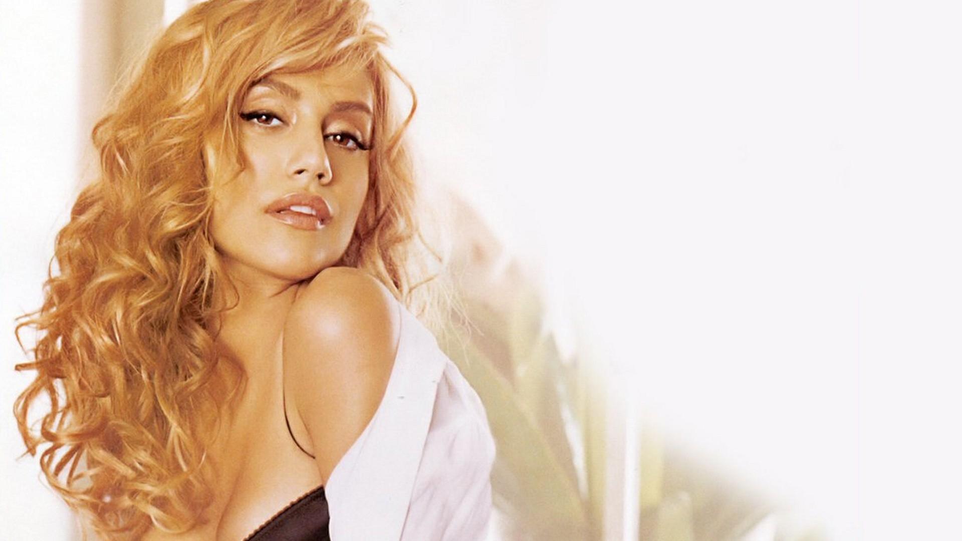 Фото кудрявая блондинка, Голая кудрявая блондинка В чулках 1 фотография
