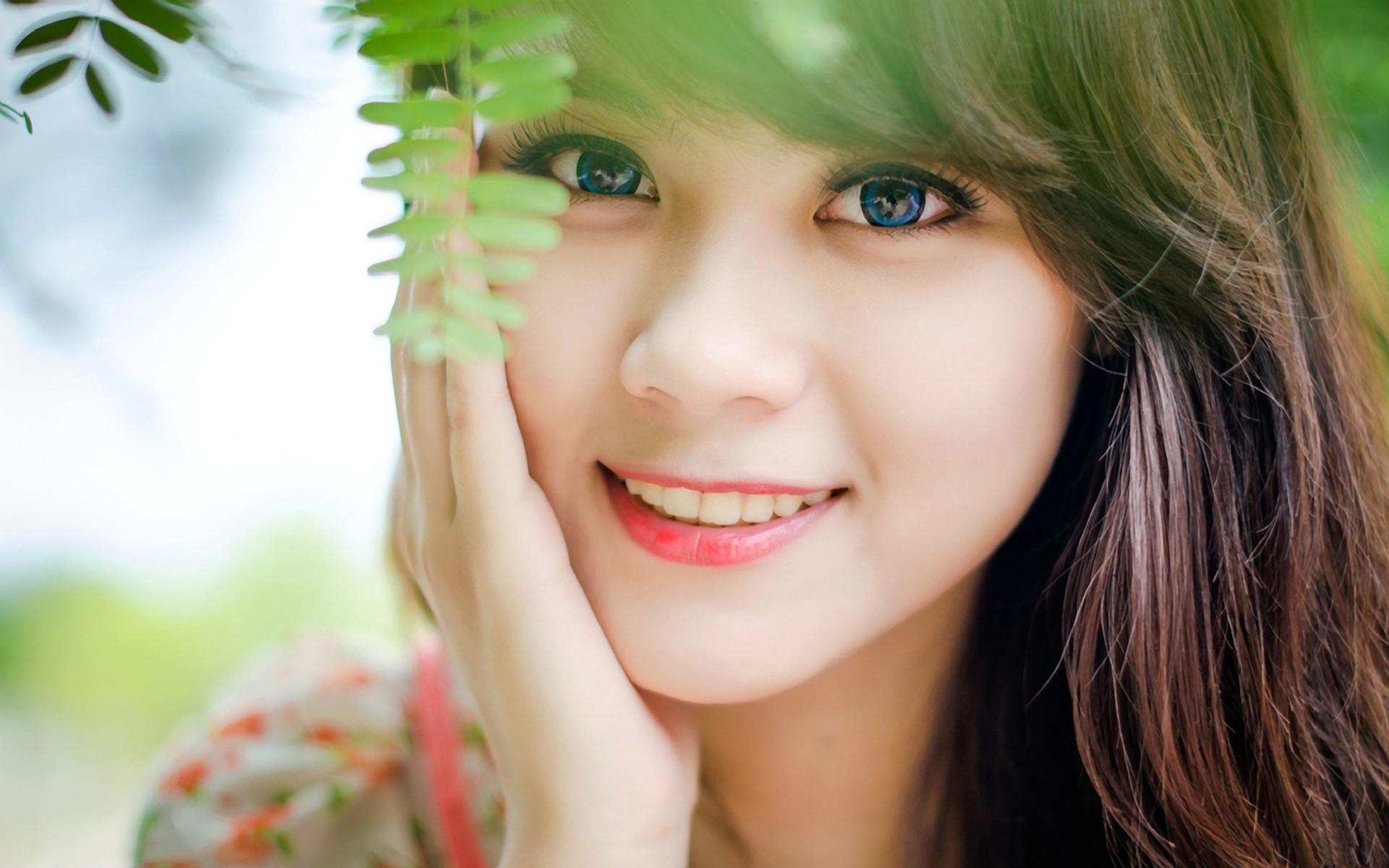 http://www.zastavki.com/pictures/originals/2013/Girls___Beautyful_Girls_Joy_in_the_eyes_of_the_girl_054395_.jpg