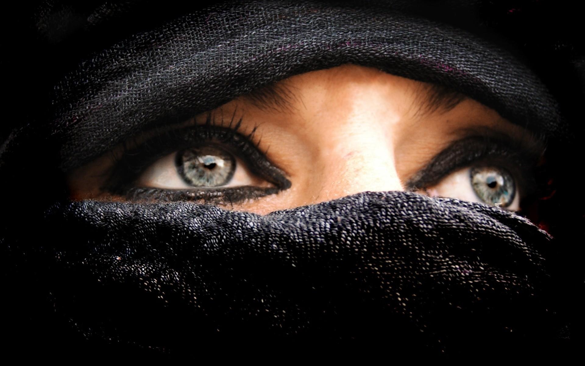 днем для чего восточные женщины закрывают лицо ней