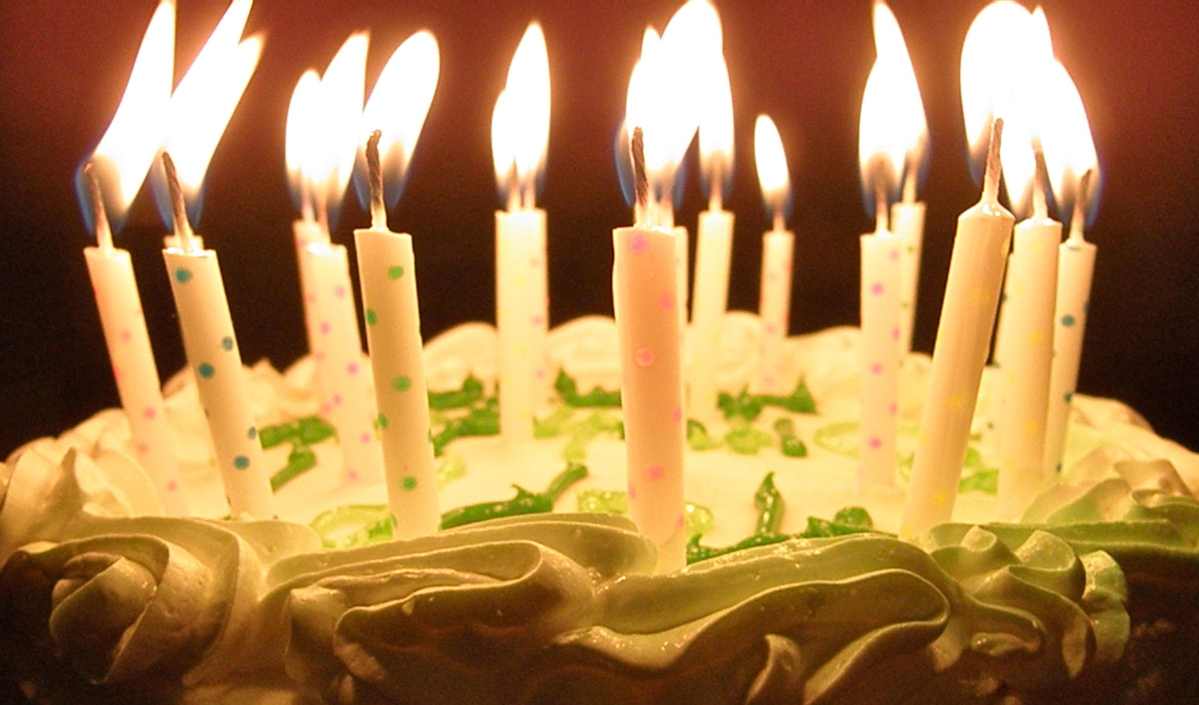 Торт со свечами на день рождения картинки