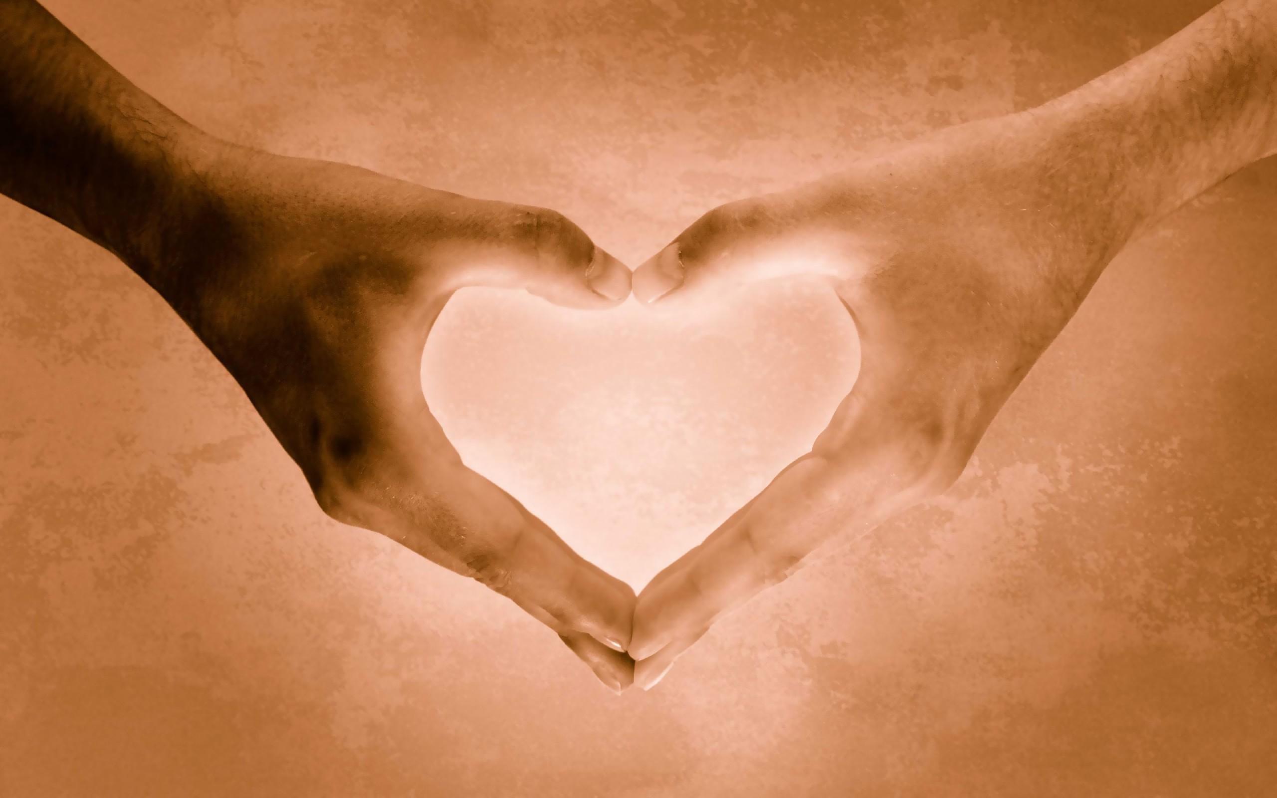 Открытки сердце из рук, прикол
