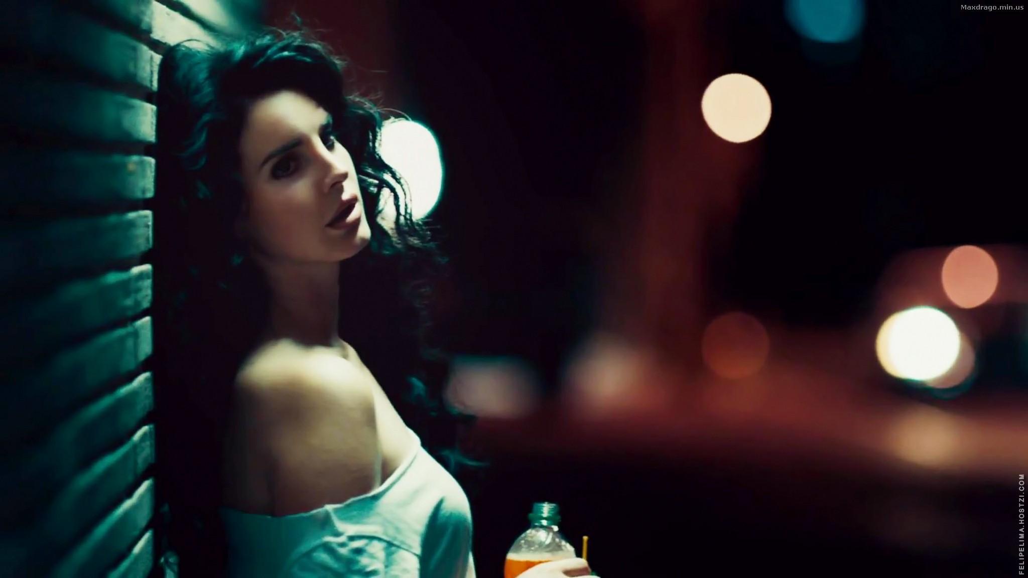 Lana Del Rey In The Night Desktop Wallpapers 1024x600