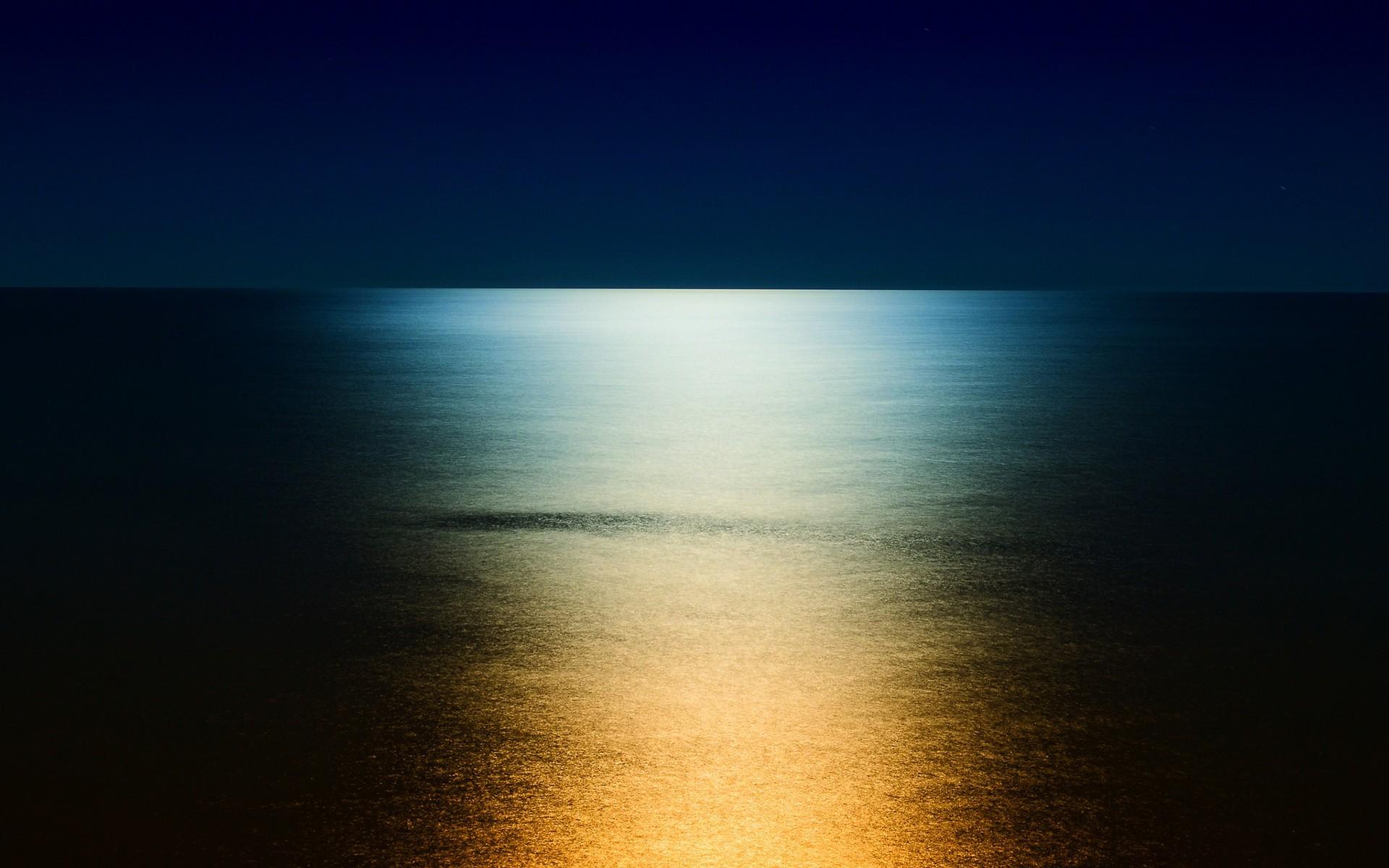 Луна море обои на рабочий стол