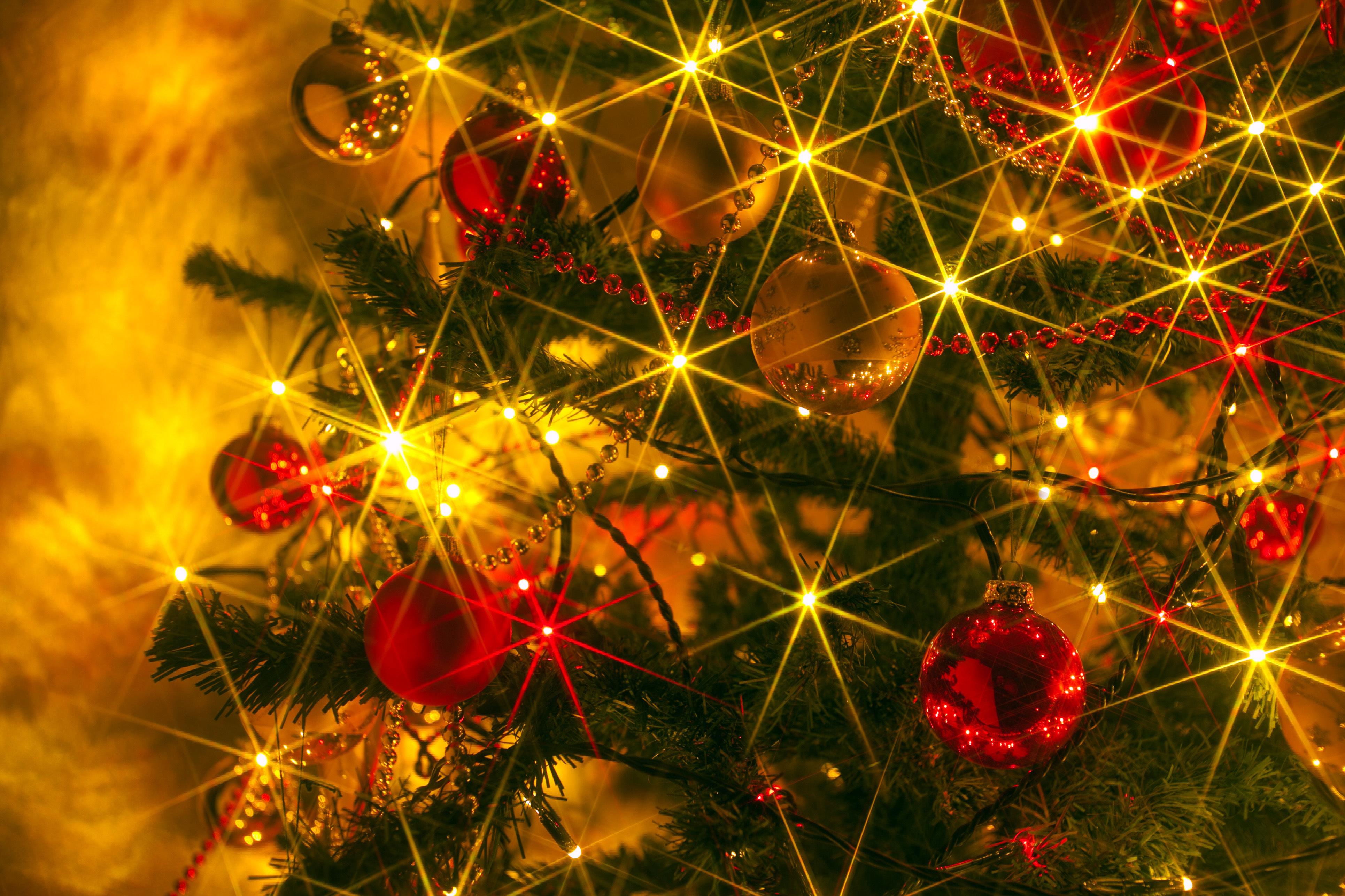 Новогодние картинки блестят, днем