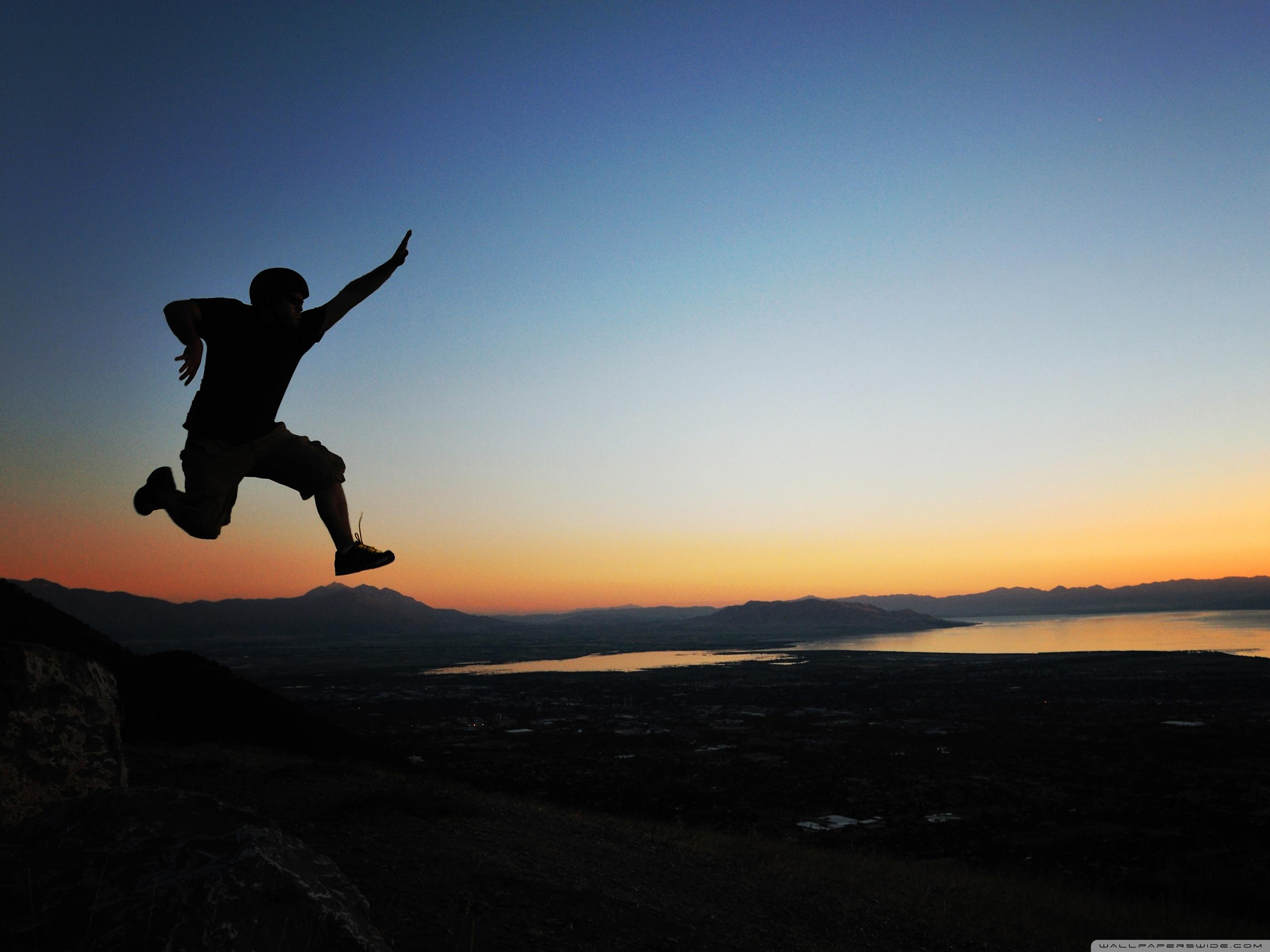 четкие фото человек в прыжке избирательно стоит подходить