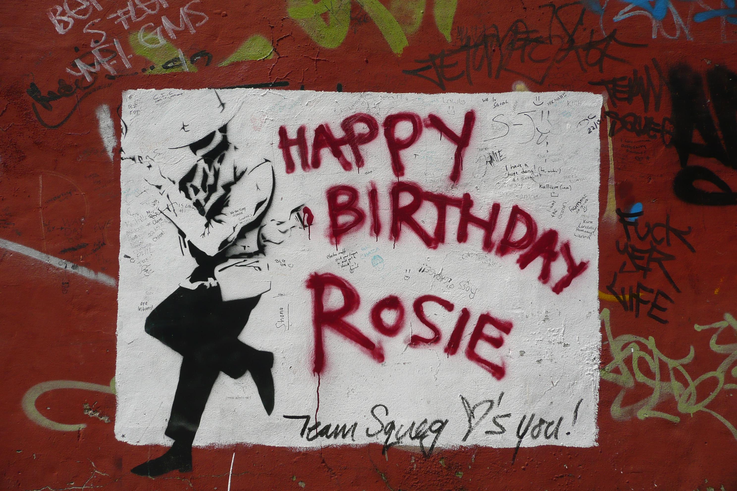Пацифист, с днем рождения в Европе появились граффити - НТВ 27