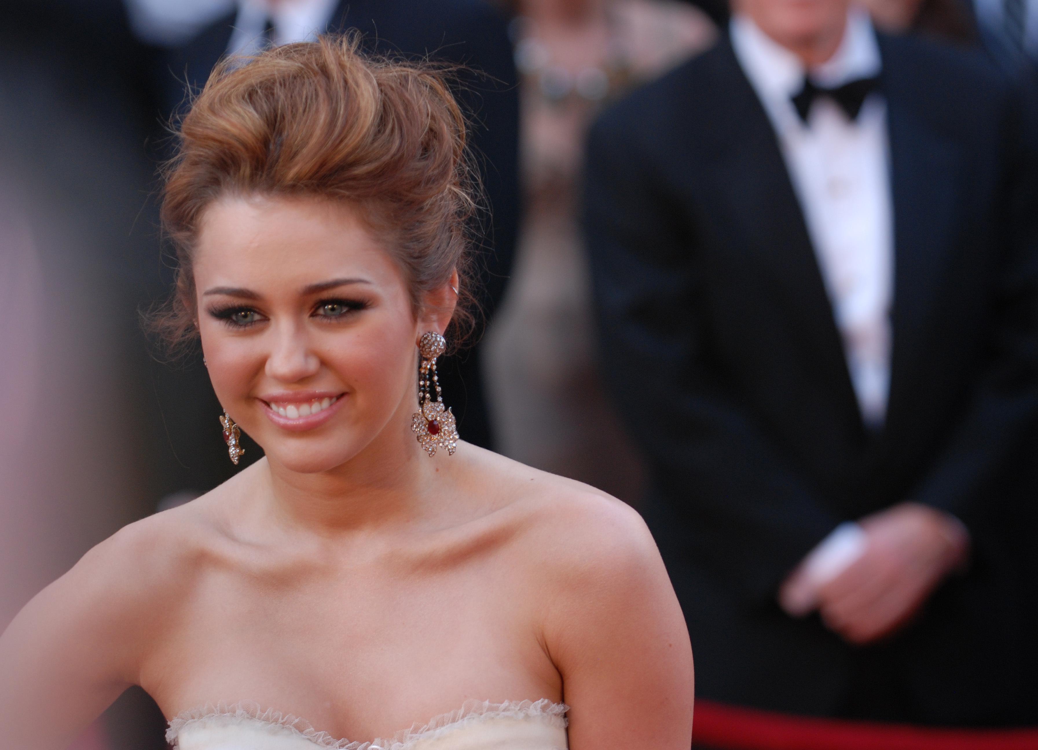 Miley Cyrus Face 2020 Wallpaper, HD Celebrities 4K