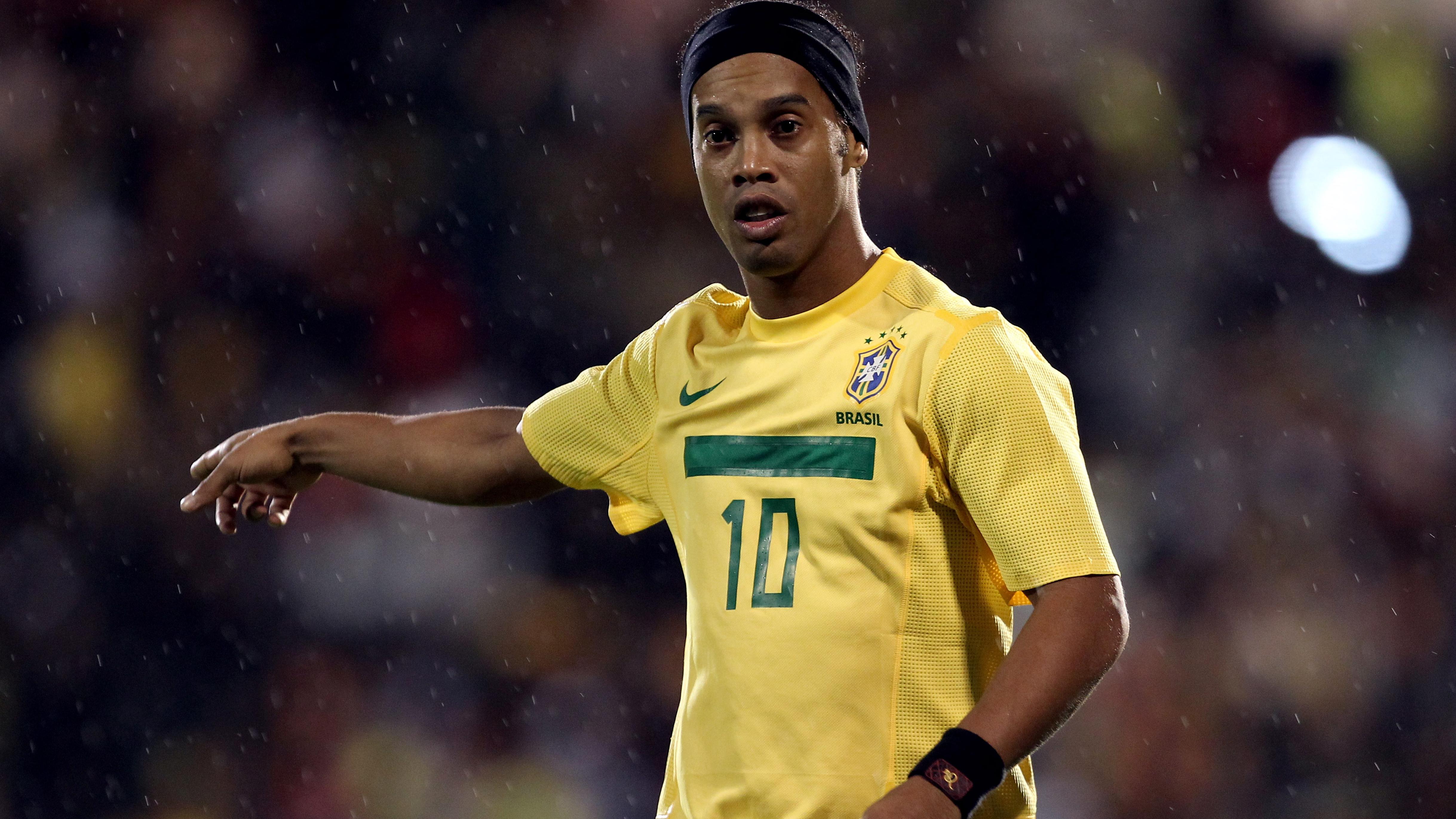 The Player Of Atletico Mineiro Ronaldinho In Brazils T Shirt