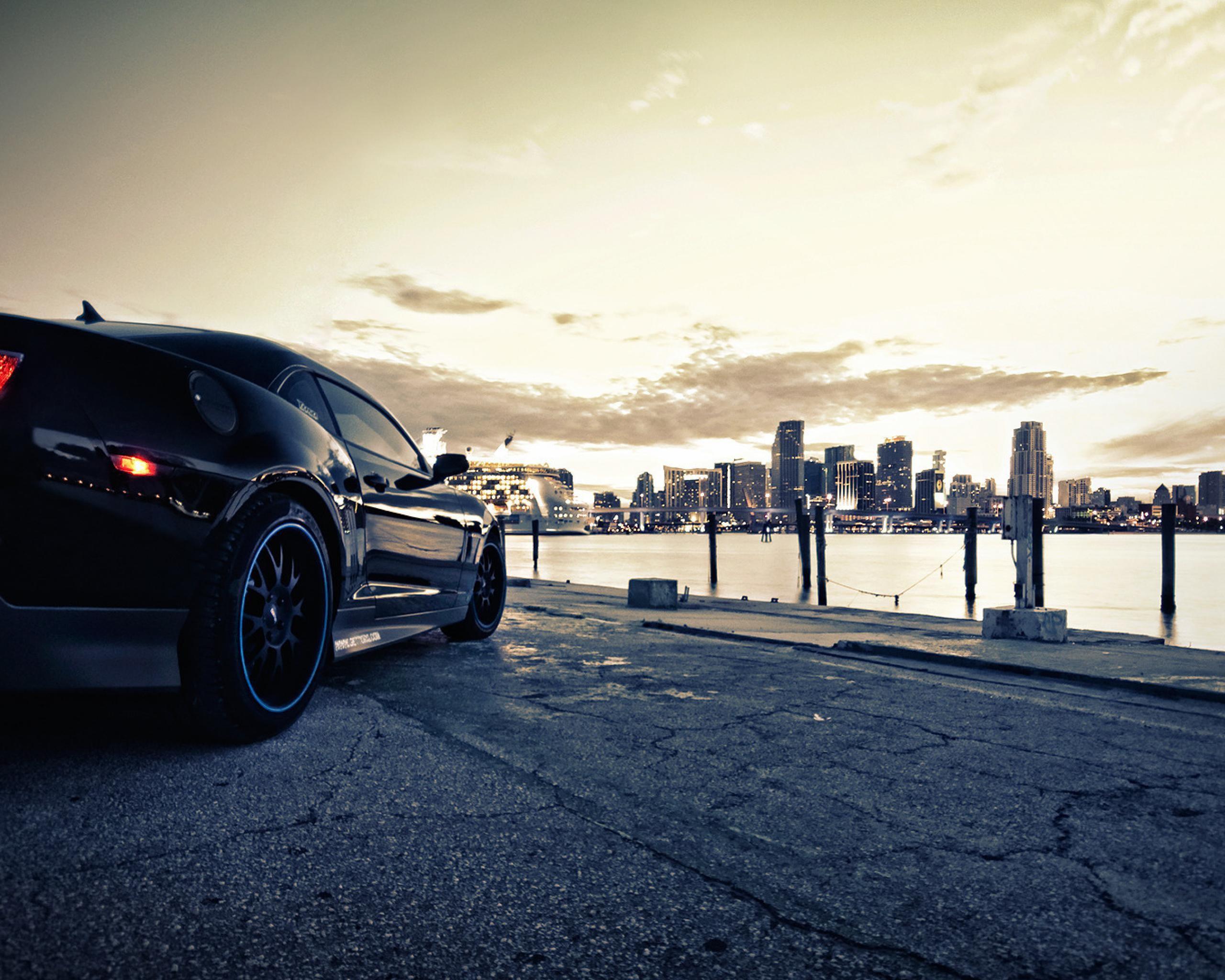 Фото автомобиля на фоне