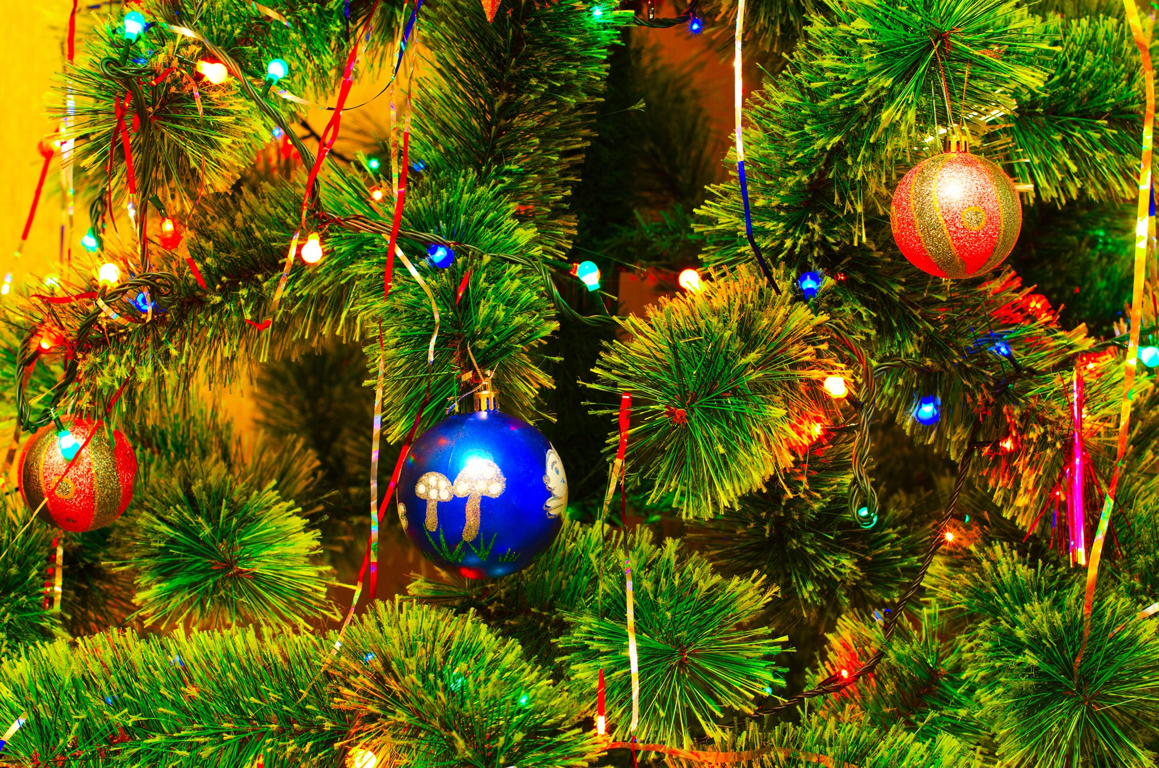 Картинки новогодней елочки с шарами