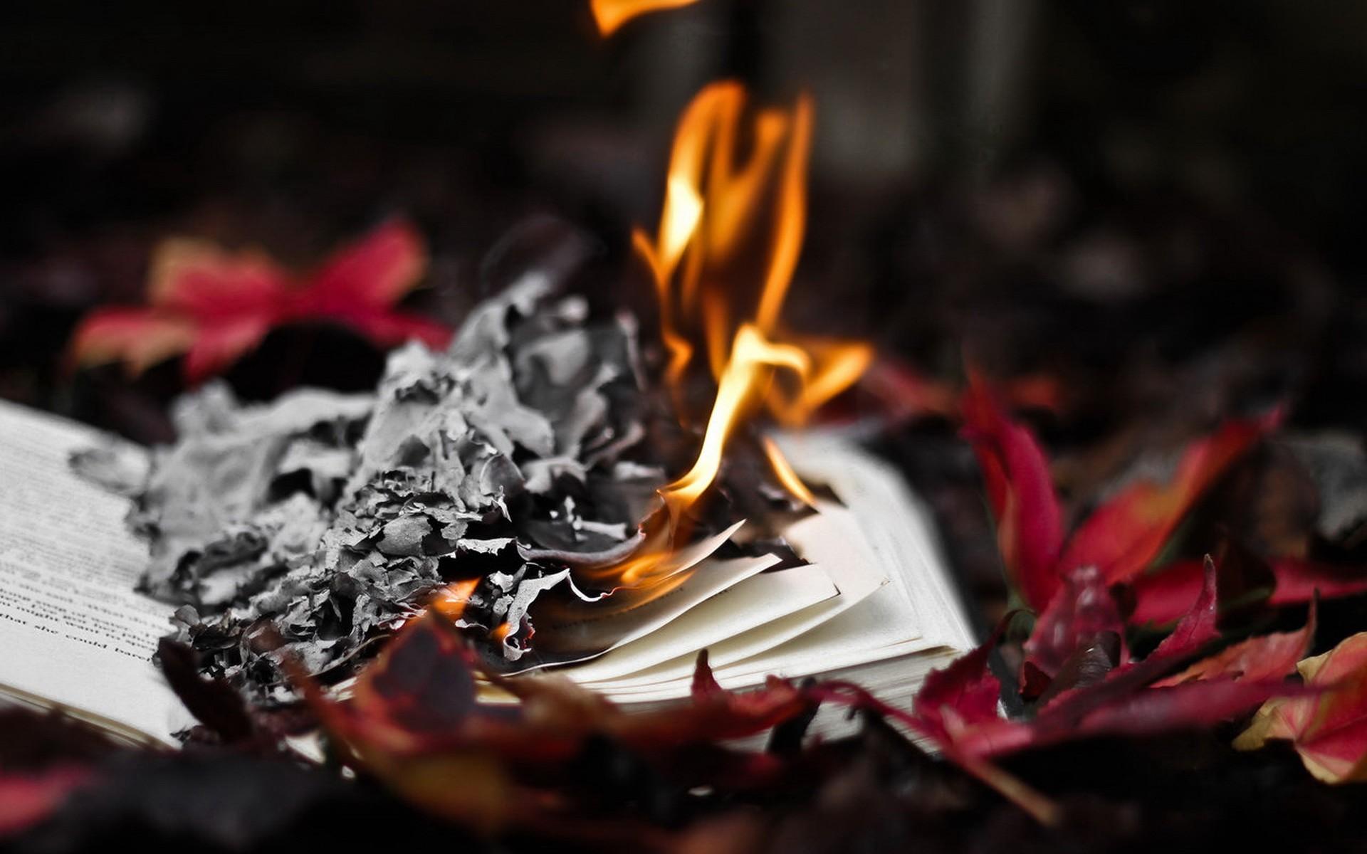 Картинки горящих бумаг