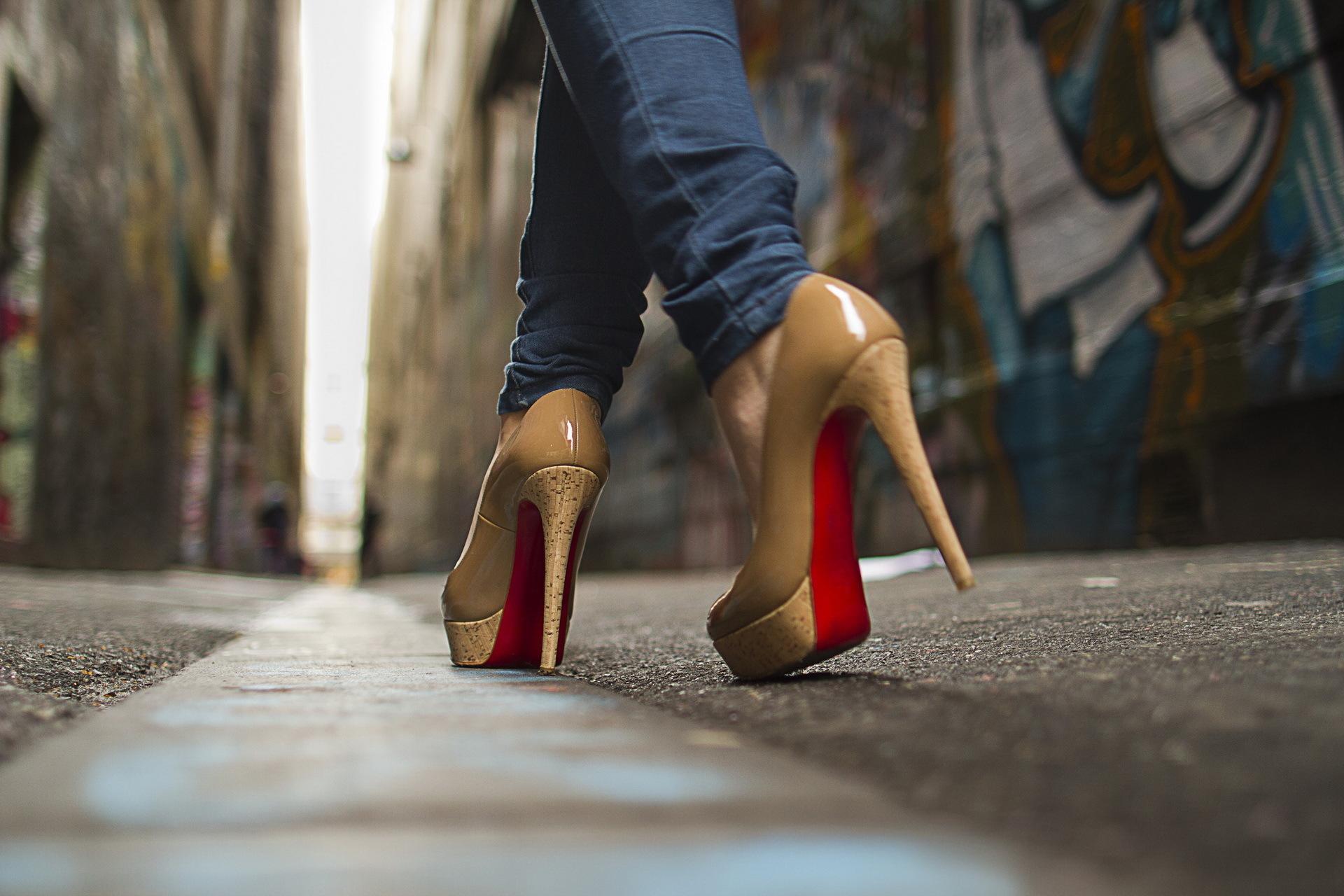 было почти фото жен на каблуках том