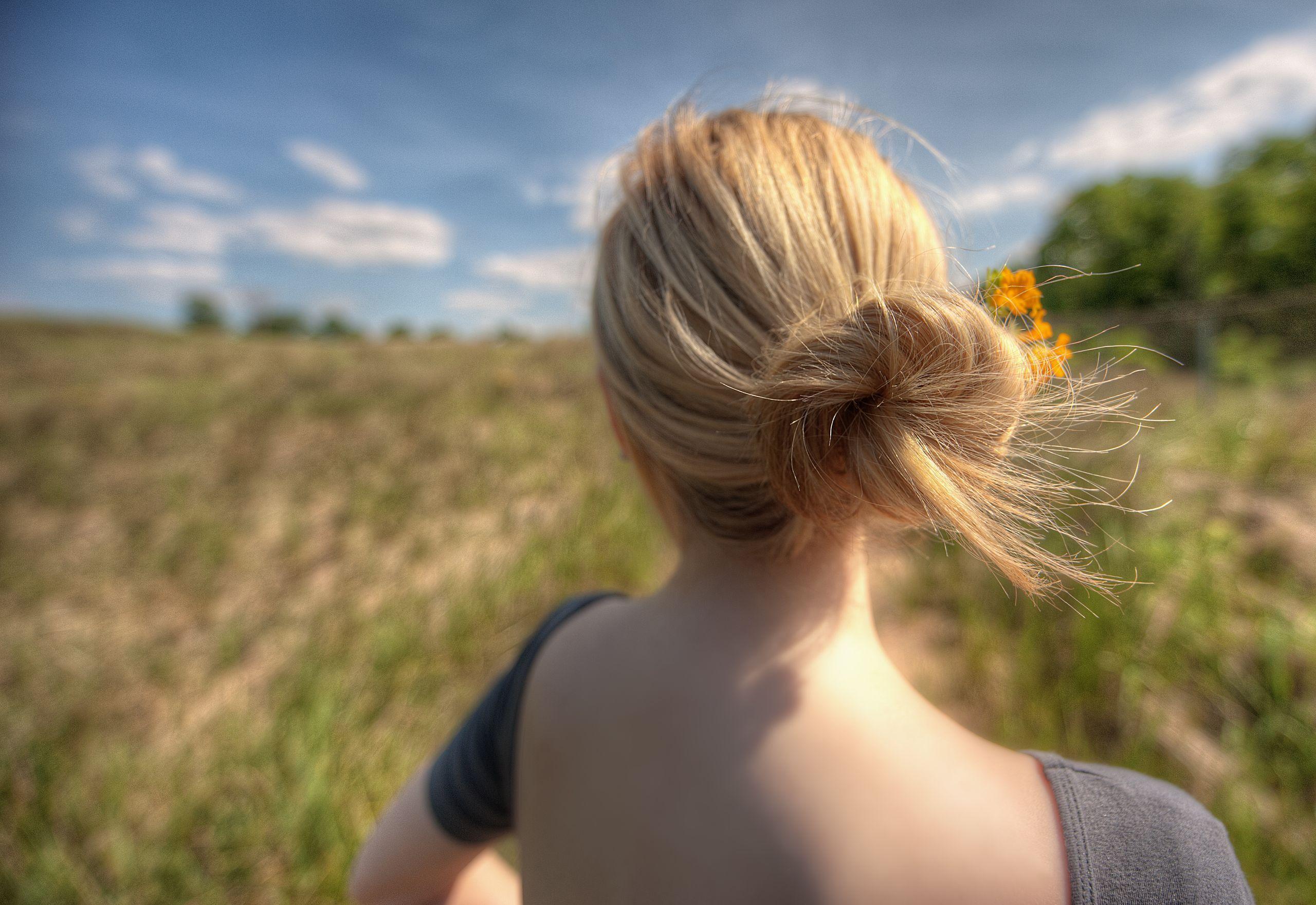 Черно-белые девушек блондинок со спины на аву