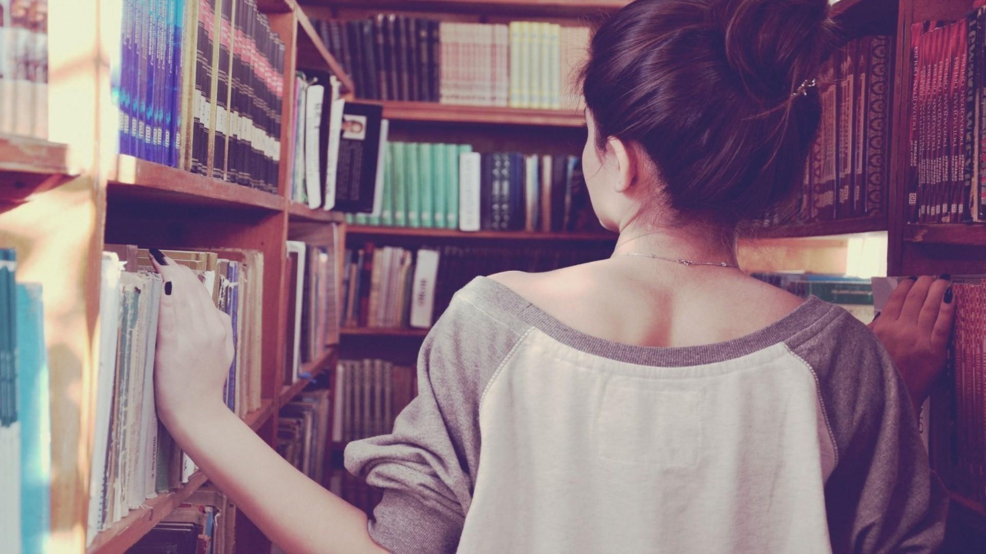 Темноволосые девушки фото со спины на аву