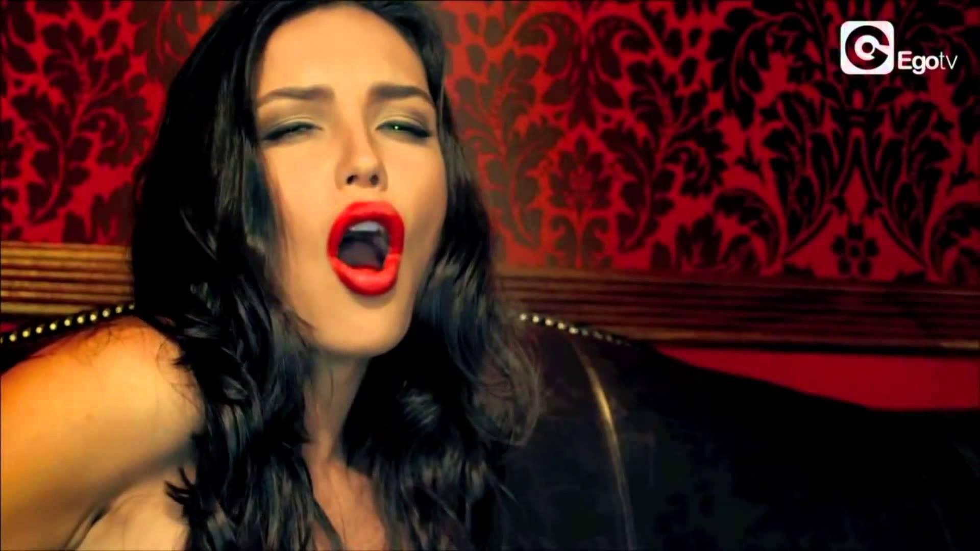 Горяченькие фотоснимки Елена Темникова с элементами секса