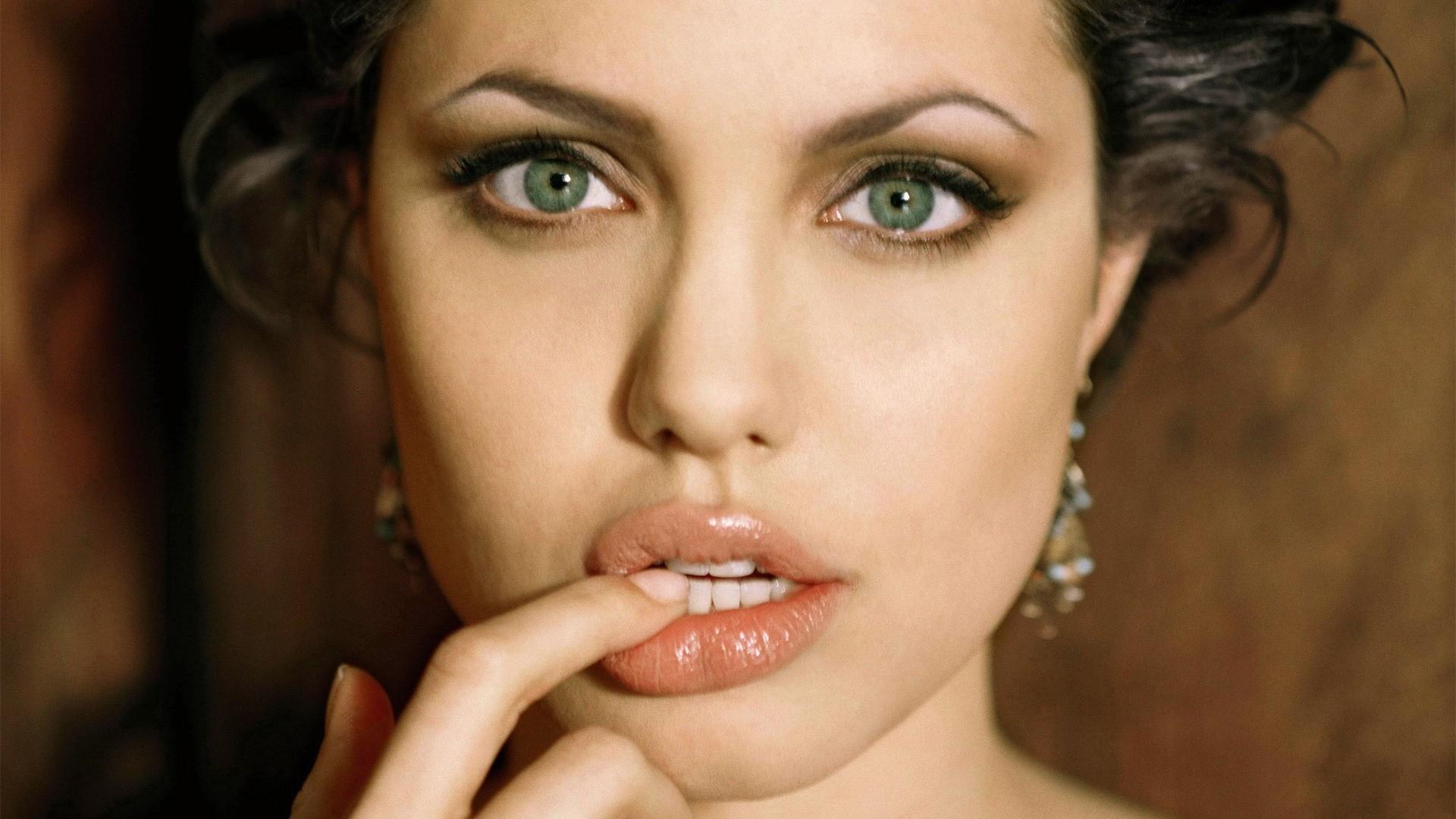 Фото с пухленькими губками, Девушки с отвисшими половыми губами - (65 фото) 1 фотография