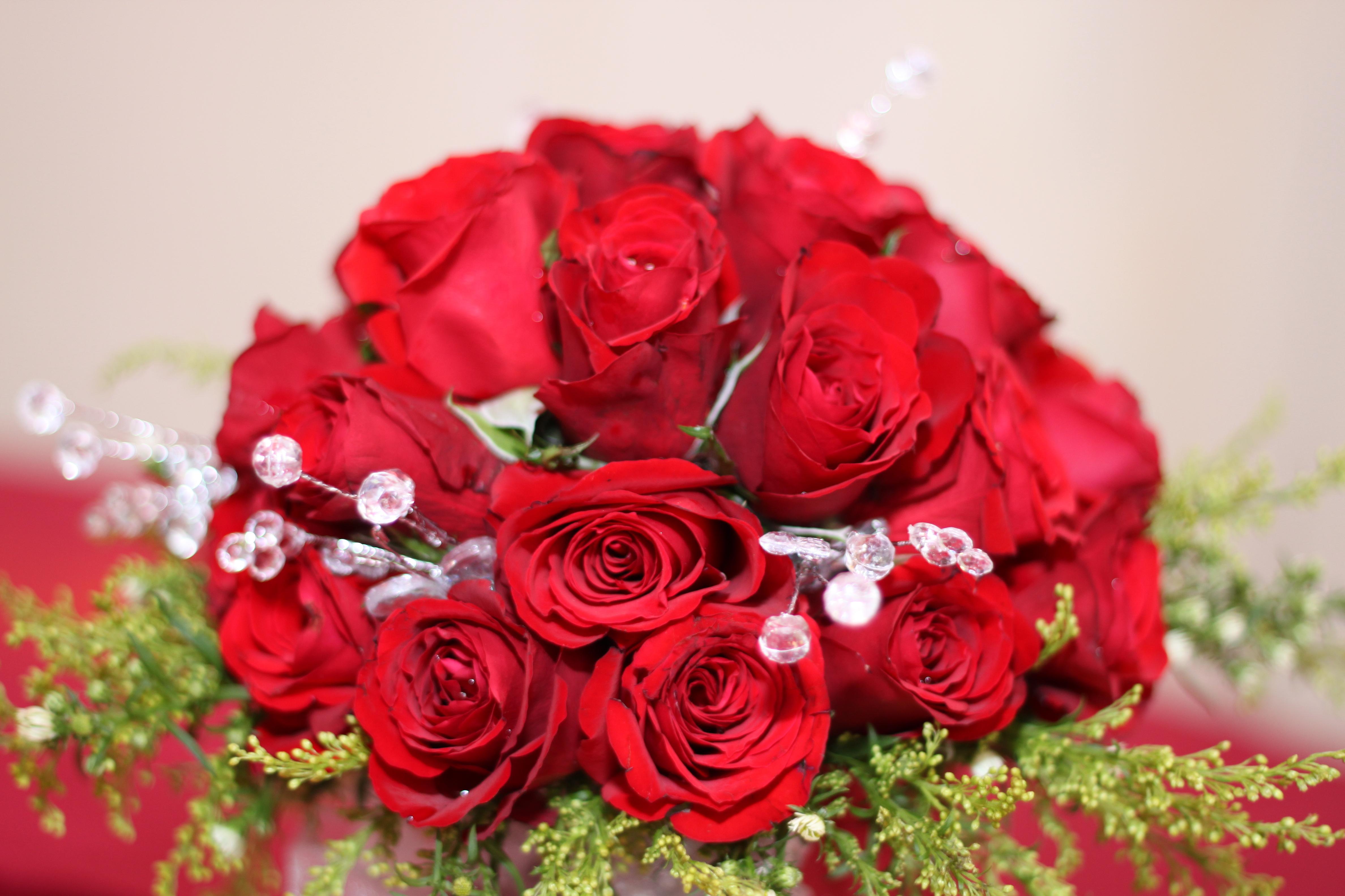 Картинка с 8 марта с розами, брата день