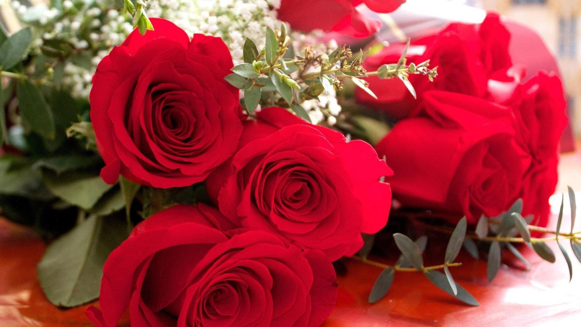 Открытка красивой девушки красивые цветы