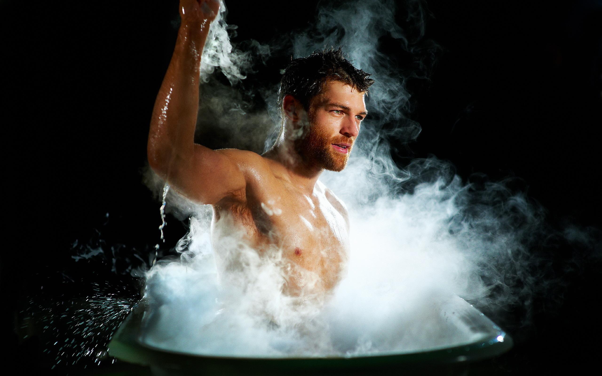 мужчина в ванне фото