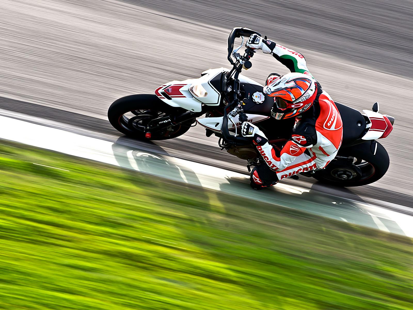 картинки с мотоциклами скоростными экспедиционный багажник