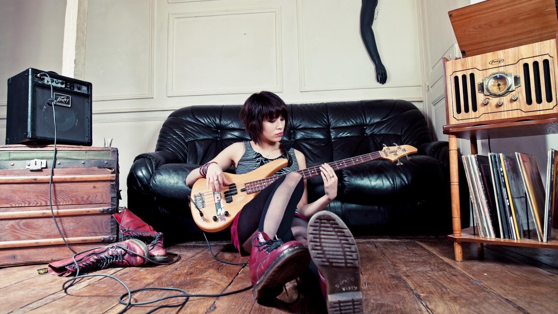 Обои диван, Гитара. Музыка foto 10