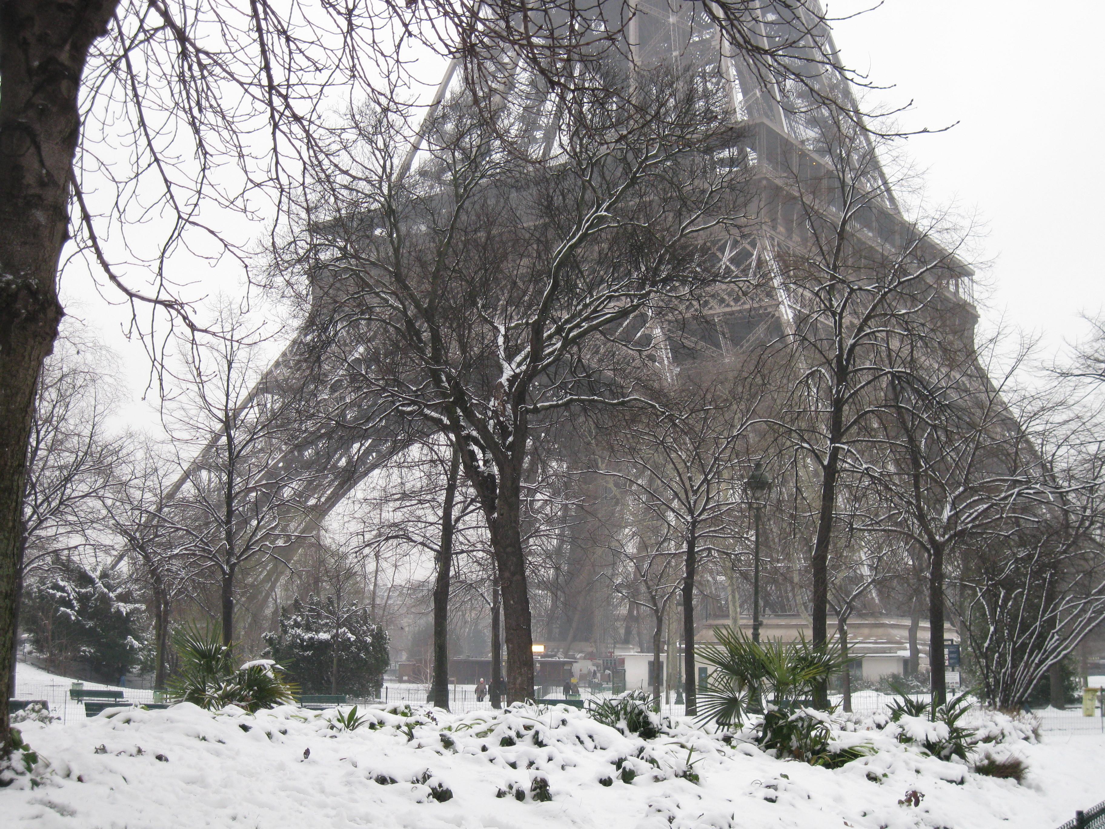 фото зимнего парижа на рабочий стол подтверждают отсутствие