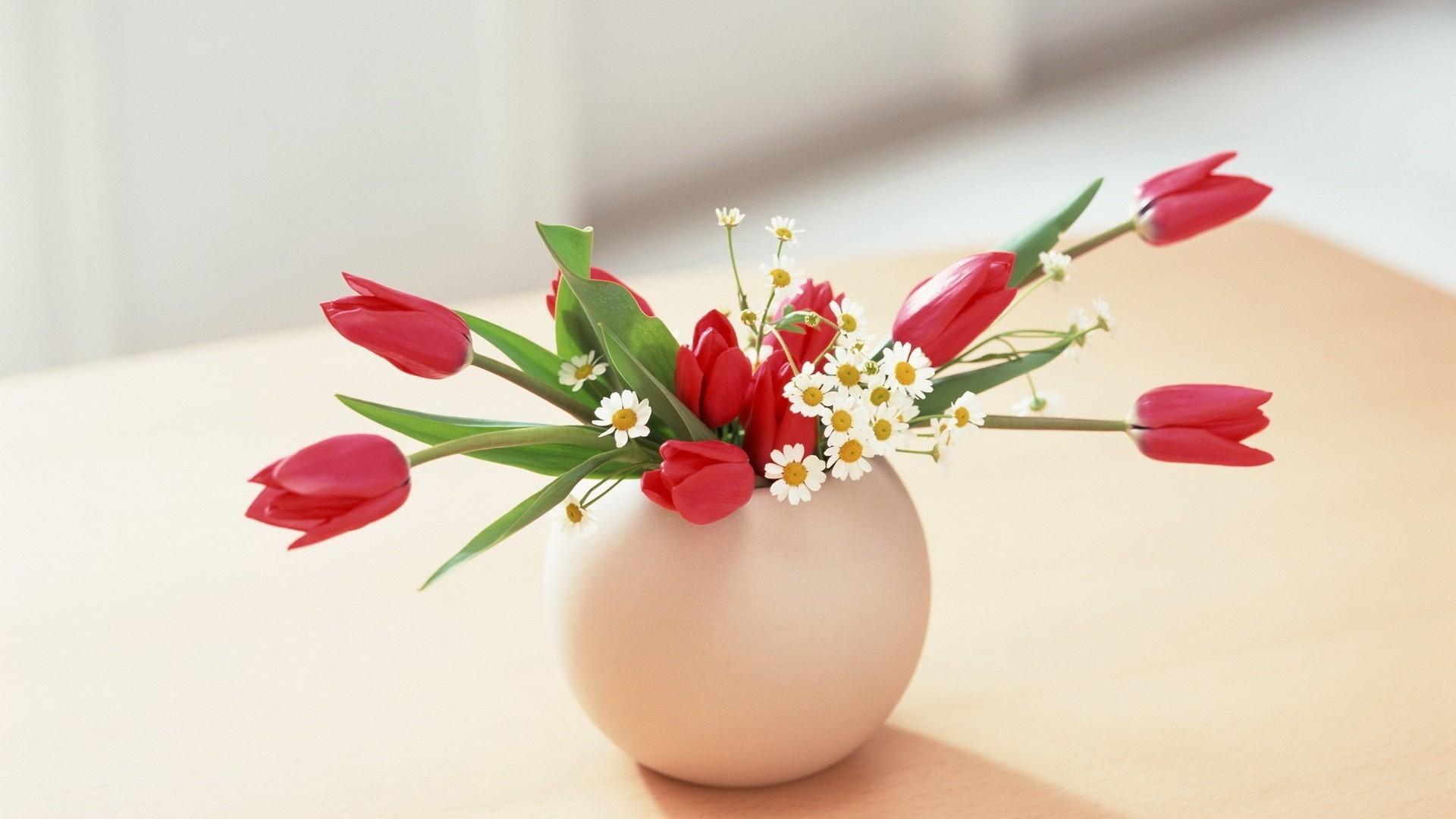 картинки на 8 марта цветы в вазе этом высоком
