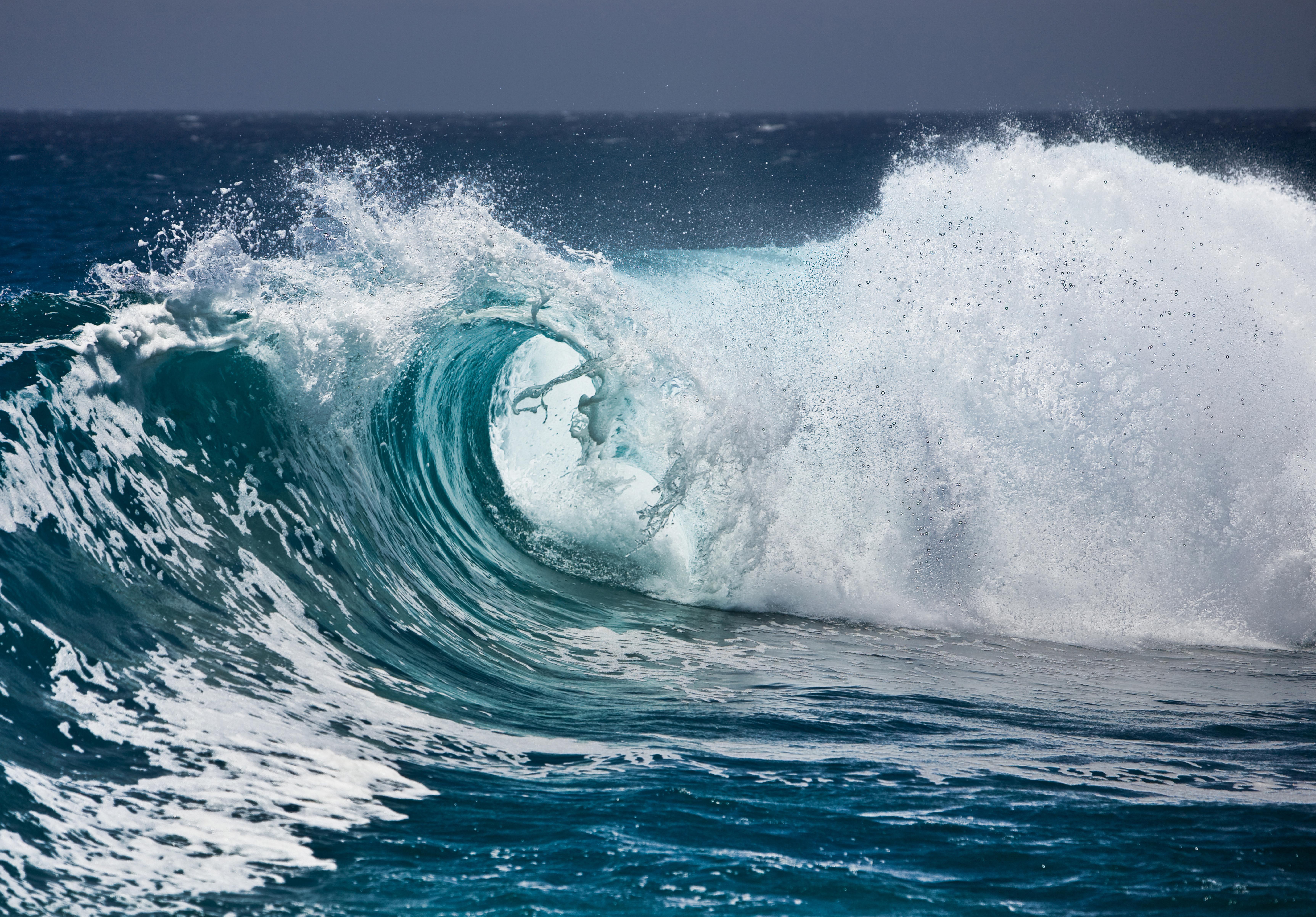 фото океанических волн серые двери для