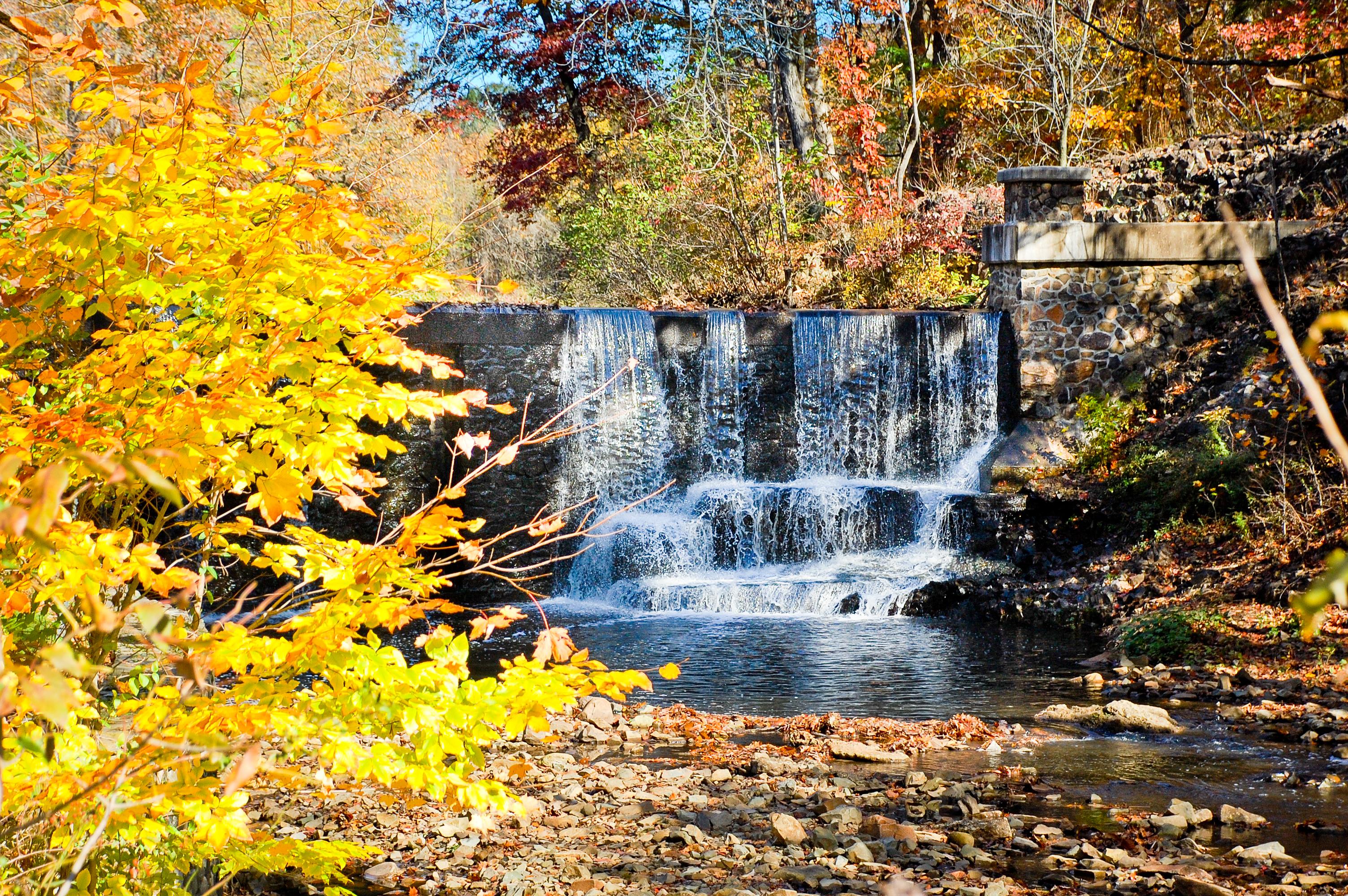Картинки водопады осенью