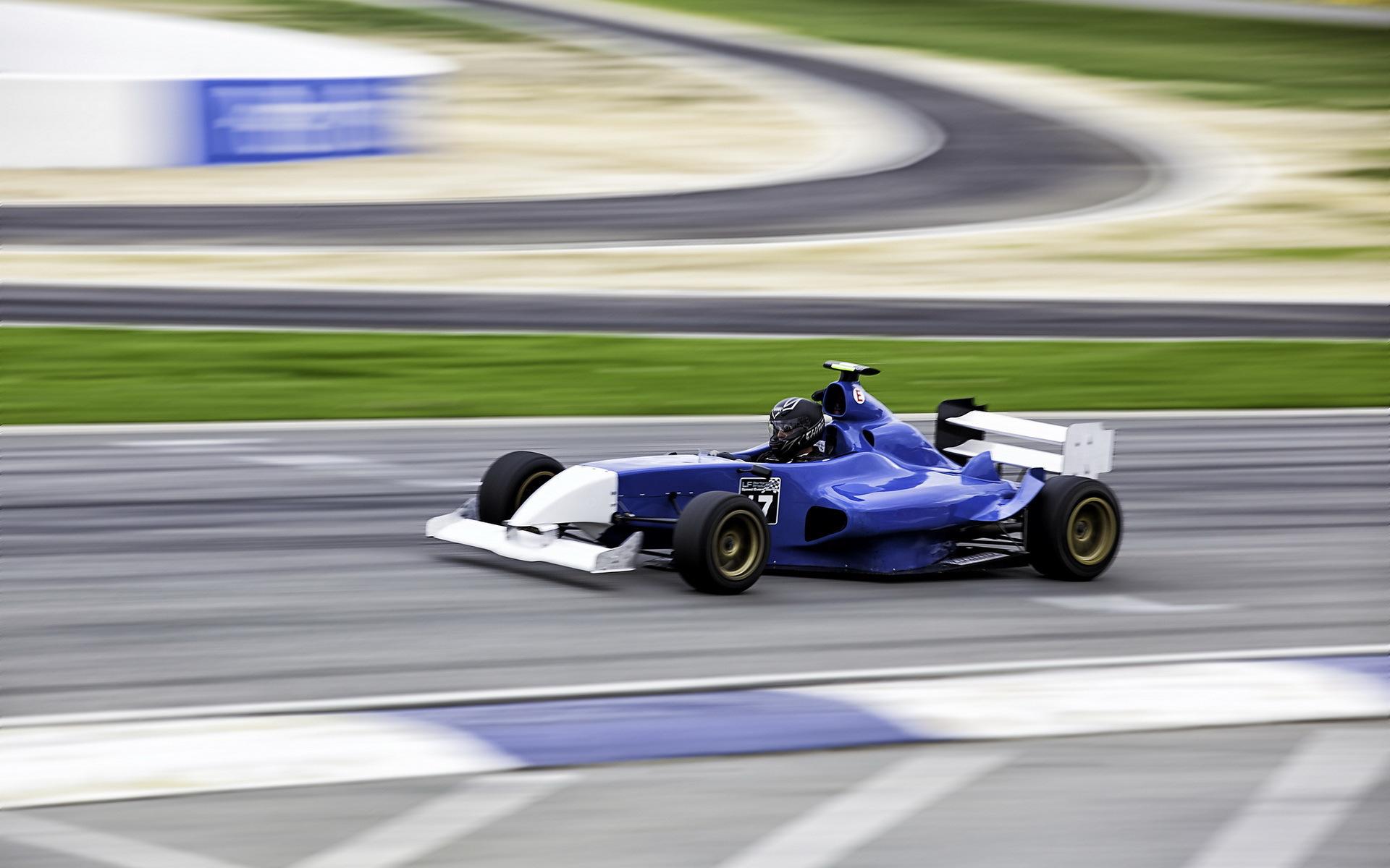 картинки машины на гонках выражение, что гимнастика