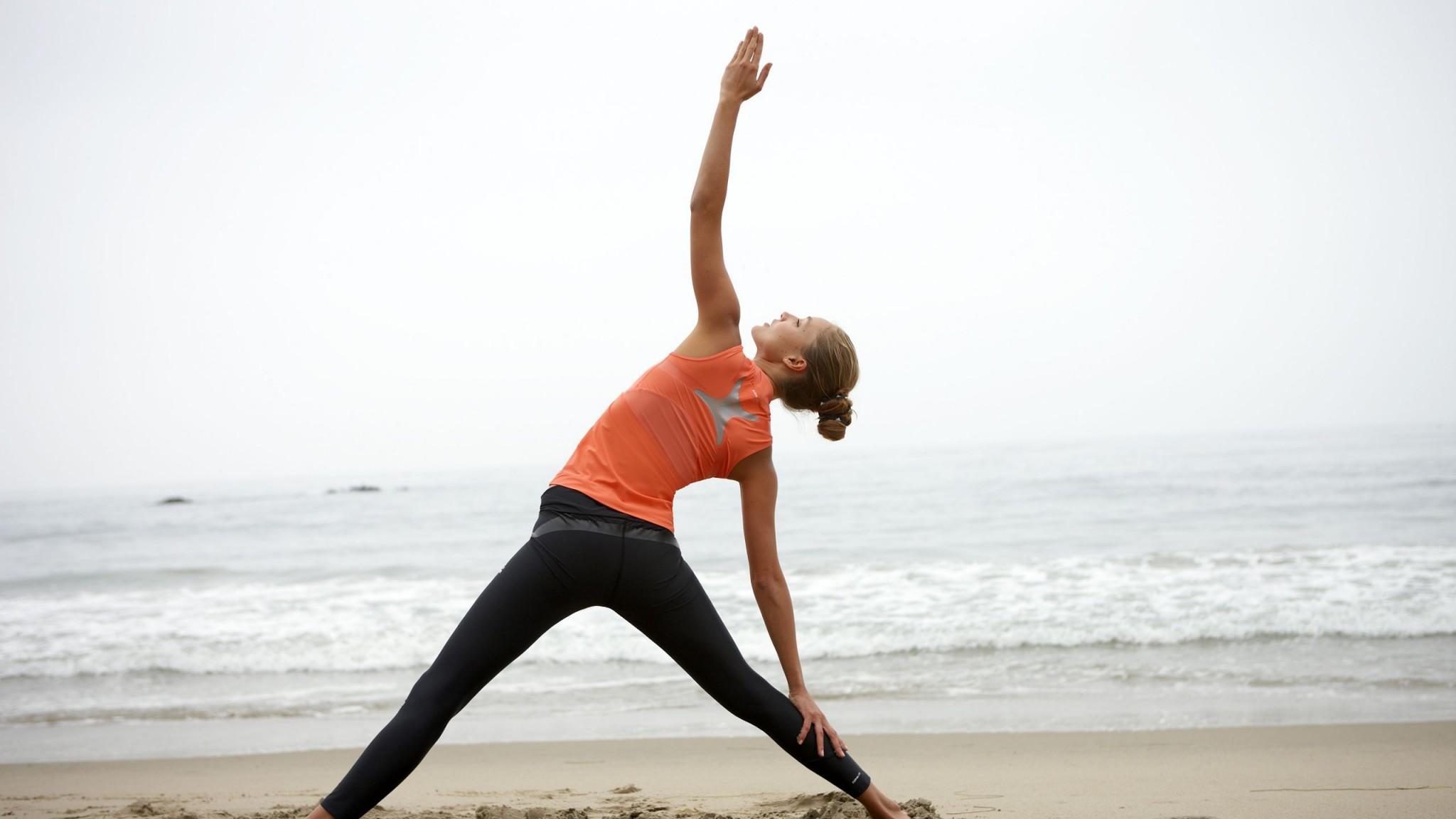 Фото девушки фитнес на пляже 5 фотография