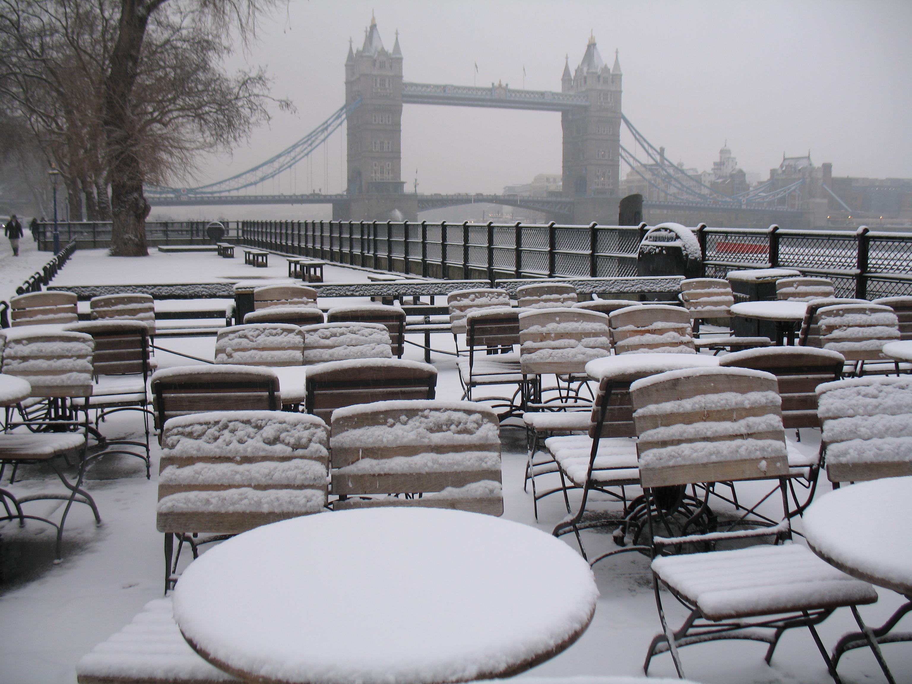 London Winter Wallpaper in London Cafe 3072x2304