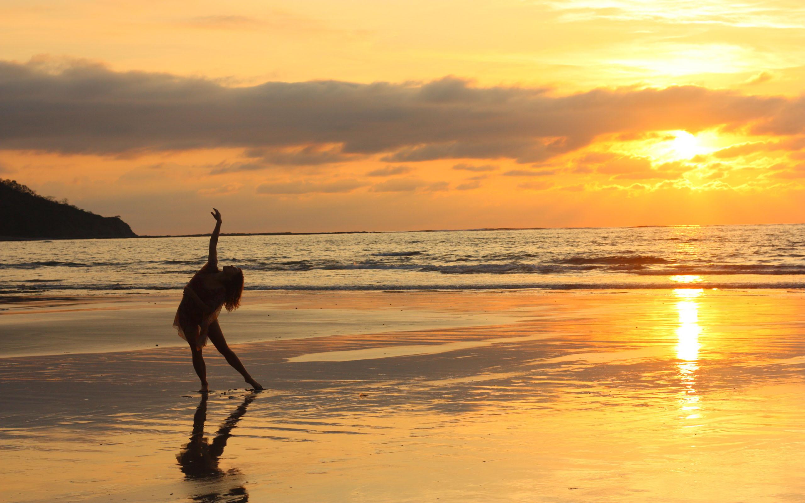 Картинка море закат танец
