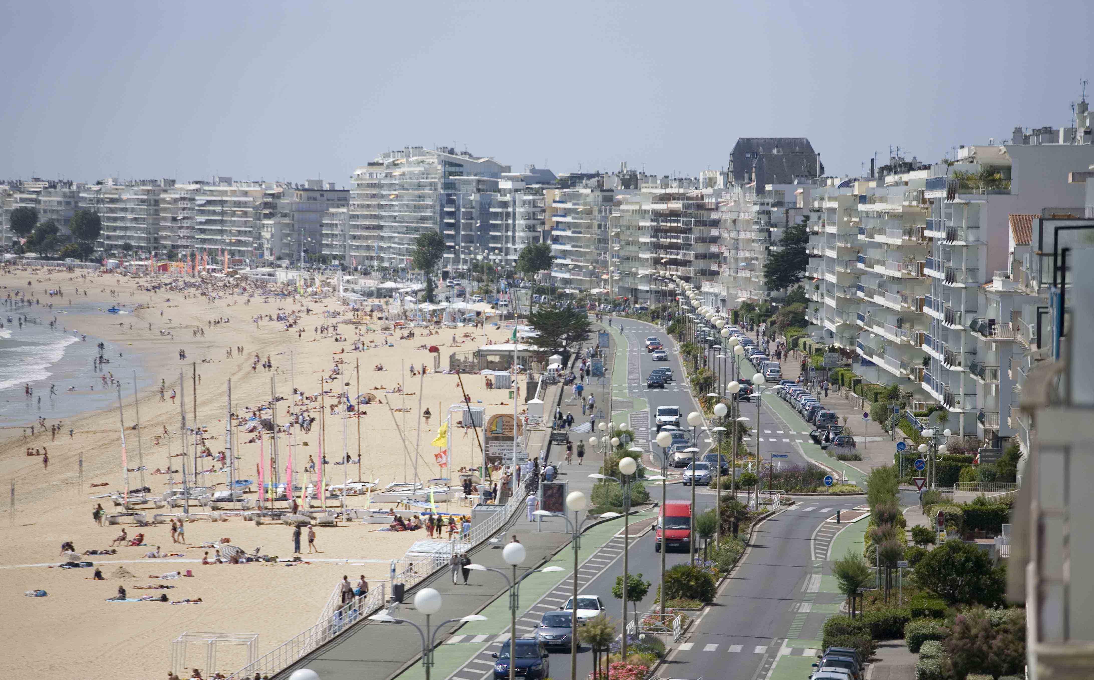 La Baule France  city images : Promenade in the resort of La Baule, France wallpapers and images ...