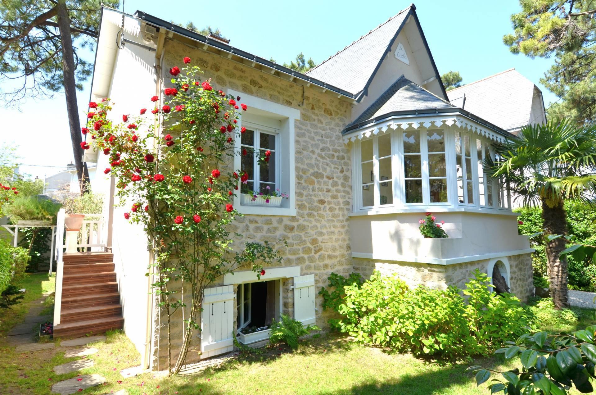 La Baule France  City pictures : Villa in the resort of La Baule, France wallpapers and images ...