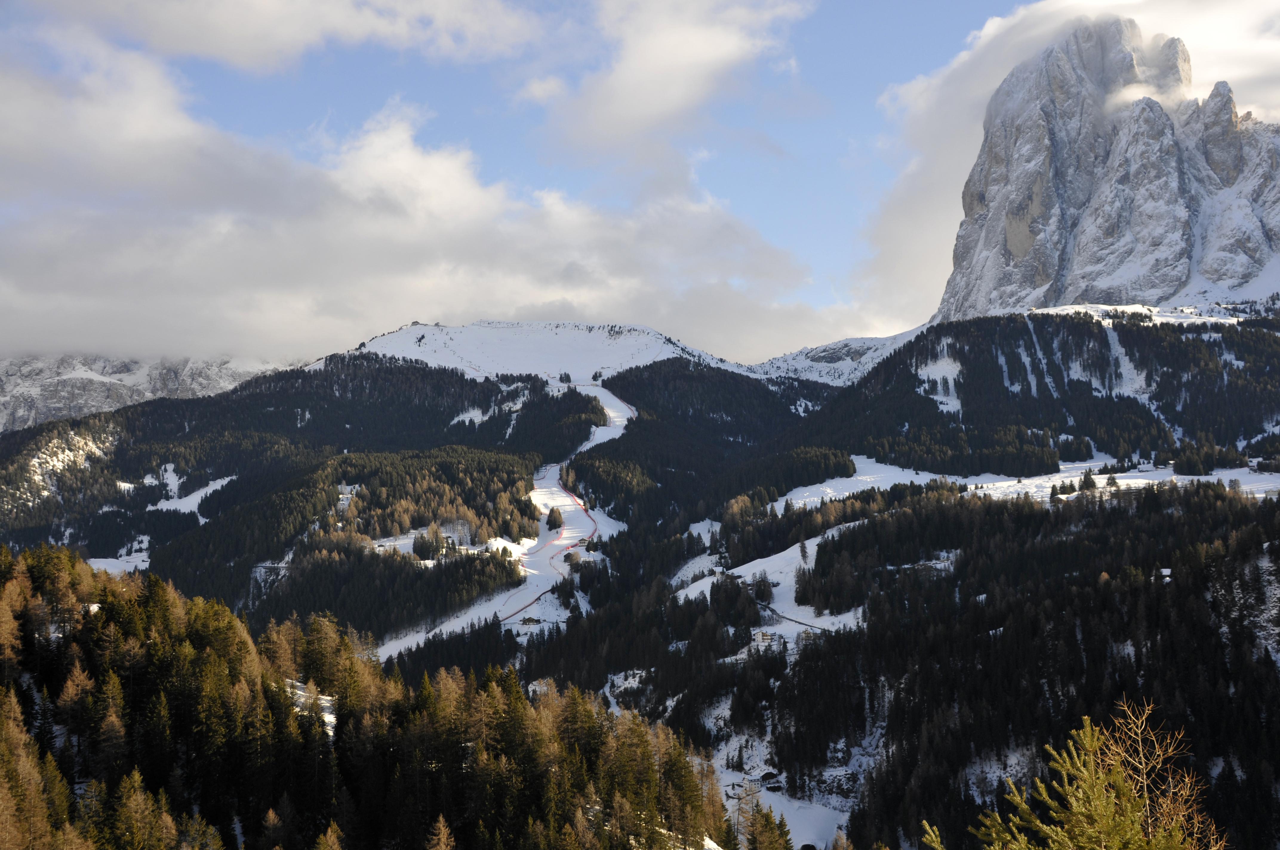 Zastaki.com - Трасса для слалома на горнолыжном курорте Валь Гардена, Италия