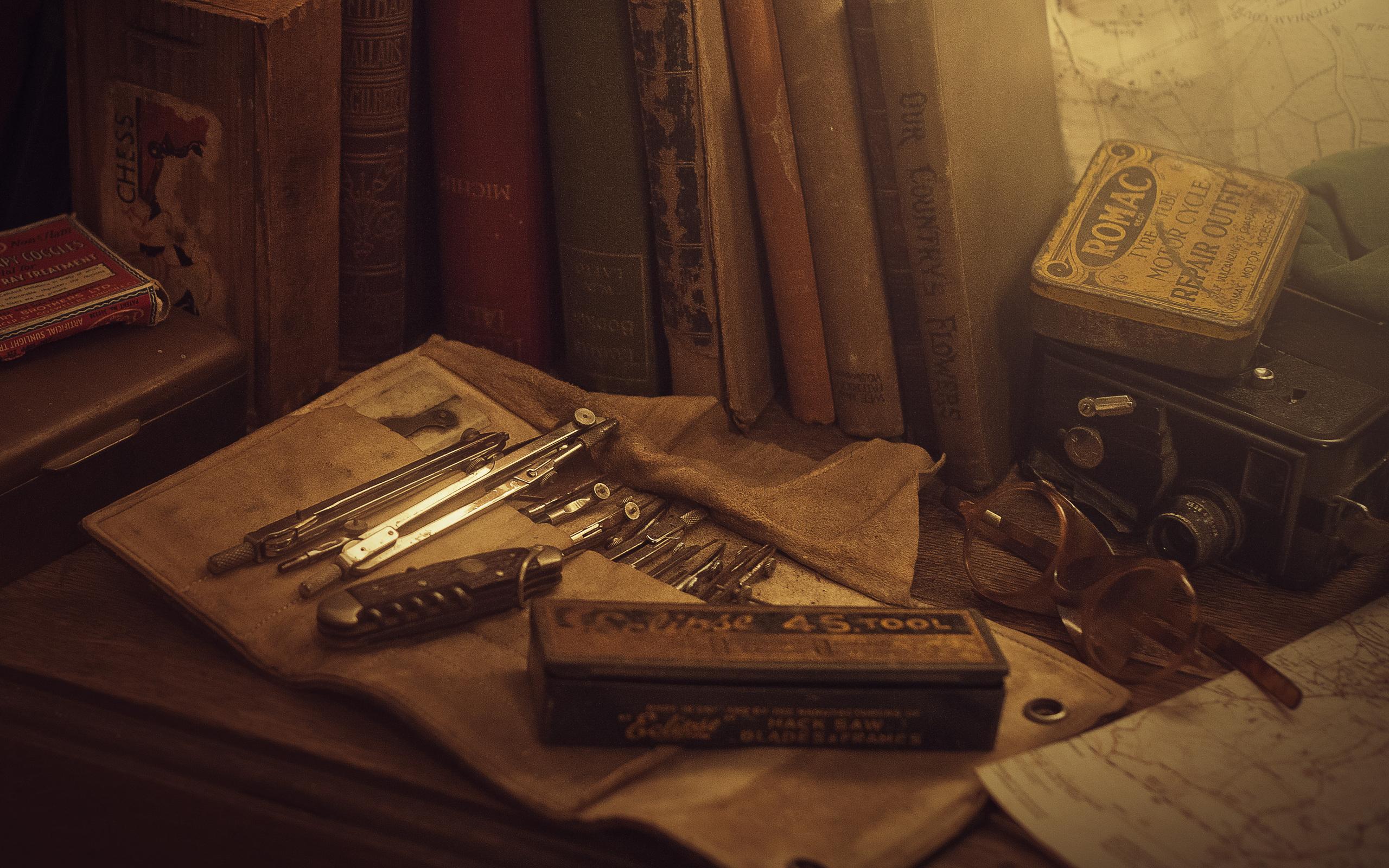 Я храню в столе старые открытки, маме