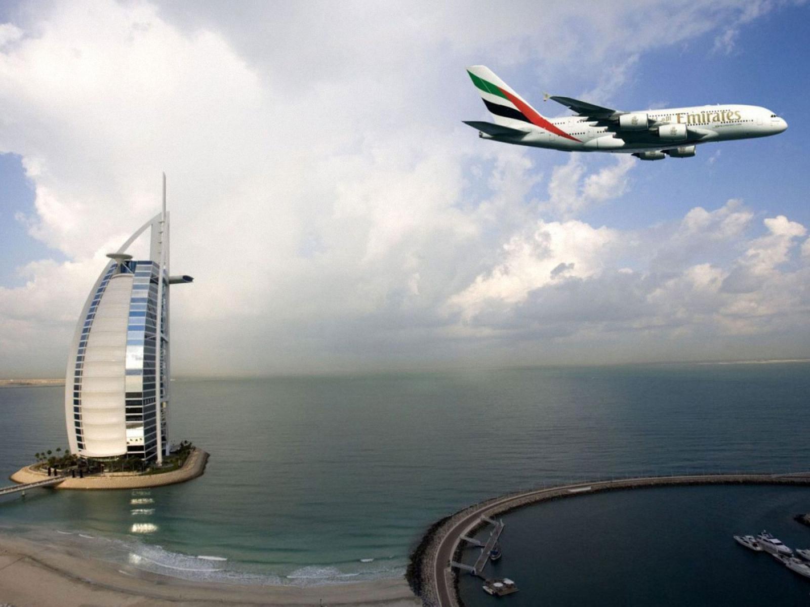Plane Landing Wallpaper Plane is Landing in Dubai