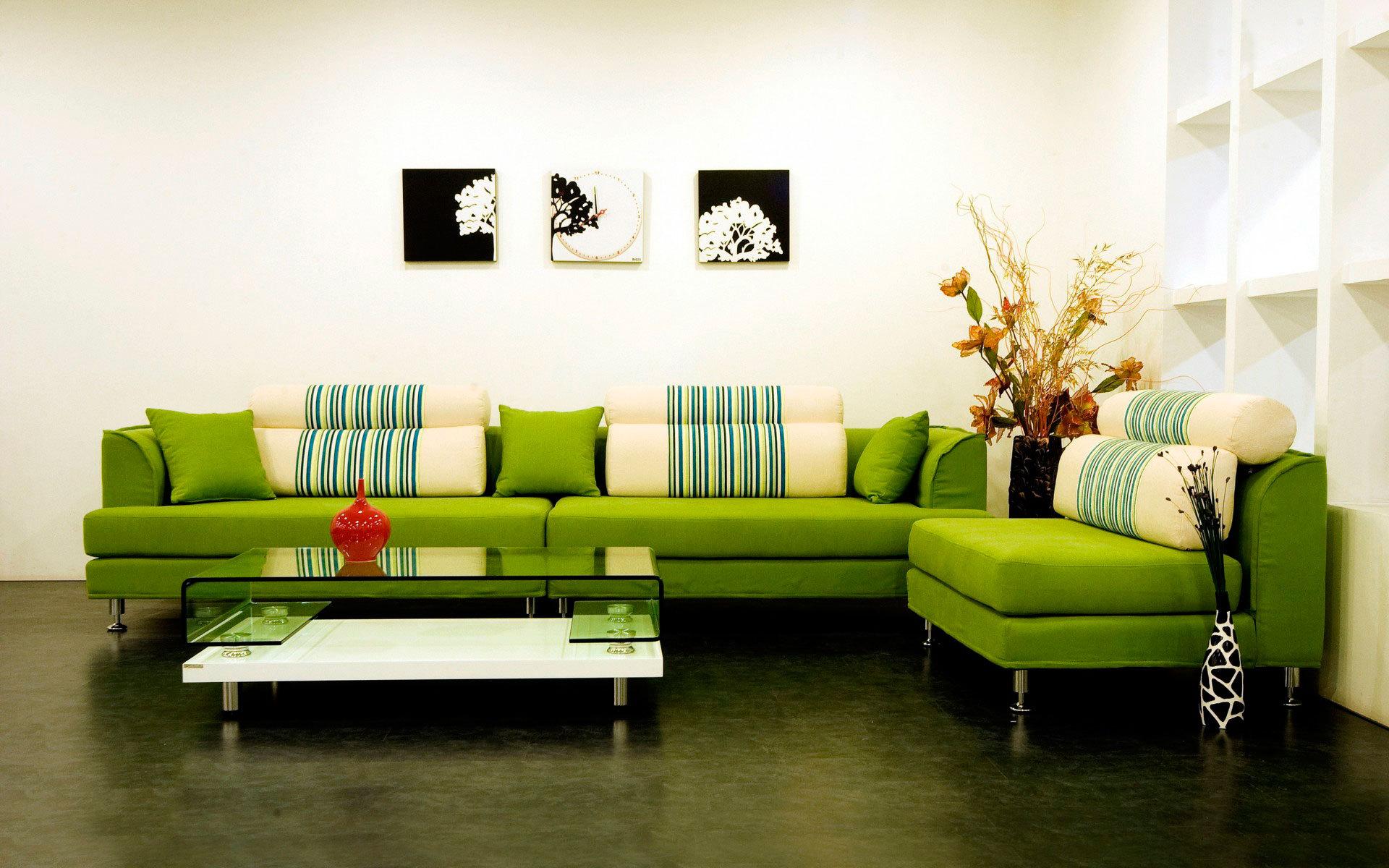 Зелёный диван в интерьере фото