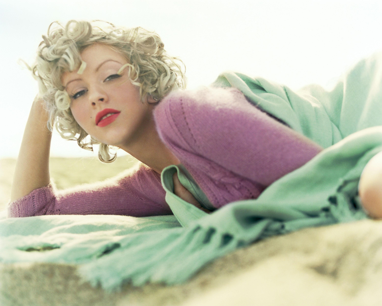 Блондинка в кровати 3 фотография