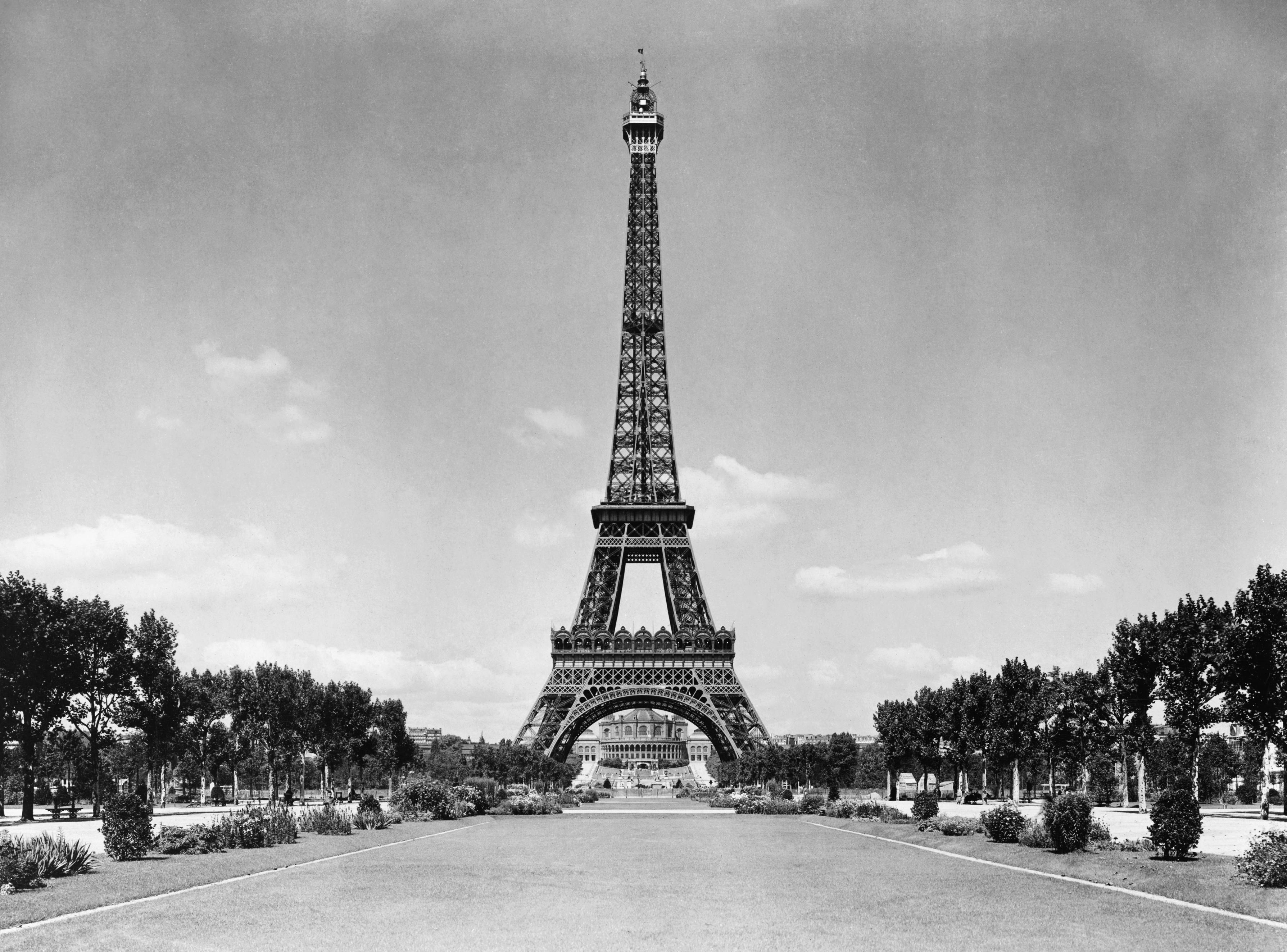 харибда черно белый плакат эйфелева башня фото фраза могла точно