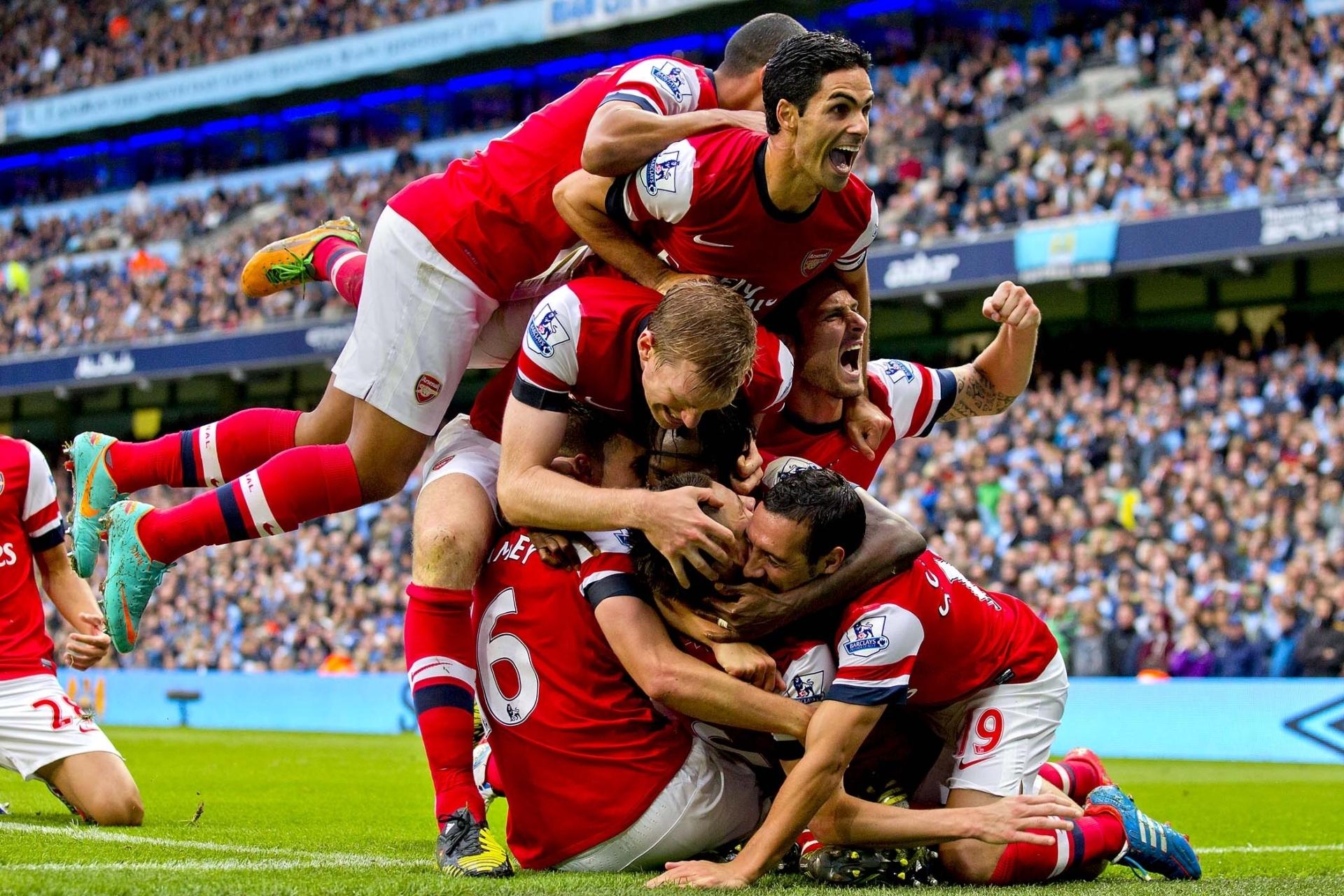 _The_joy_of_victory_Arsenal_086901_.jpg