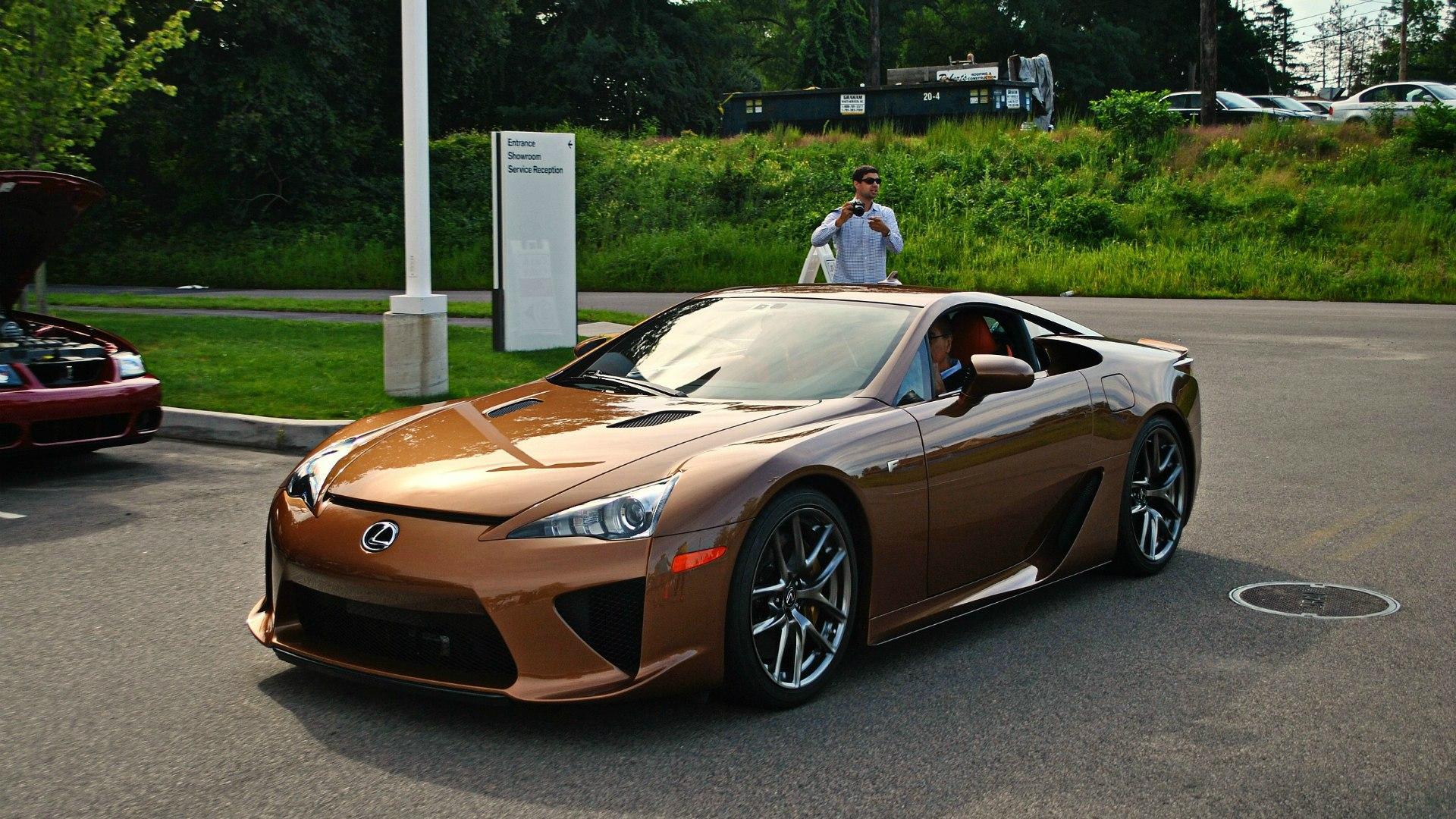 картинки коричневые машины можно