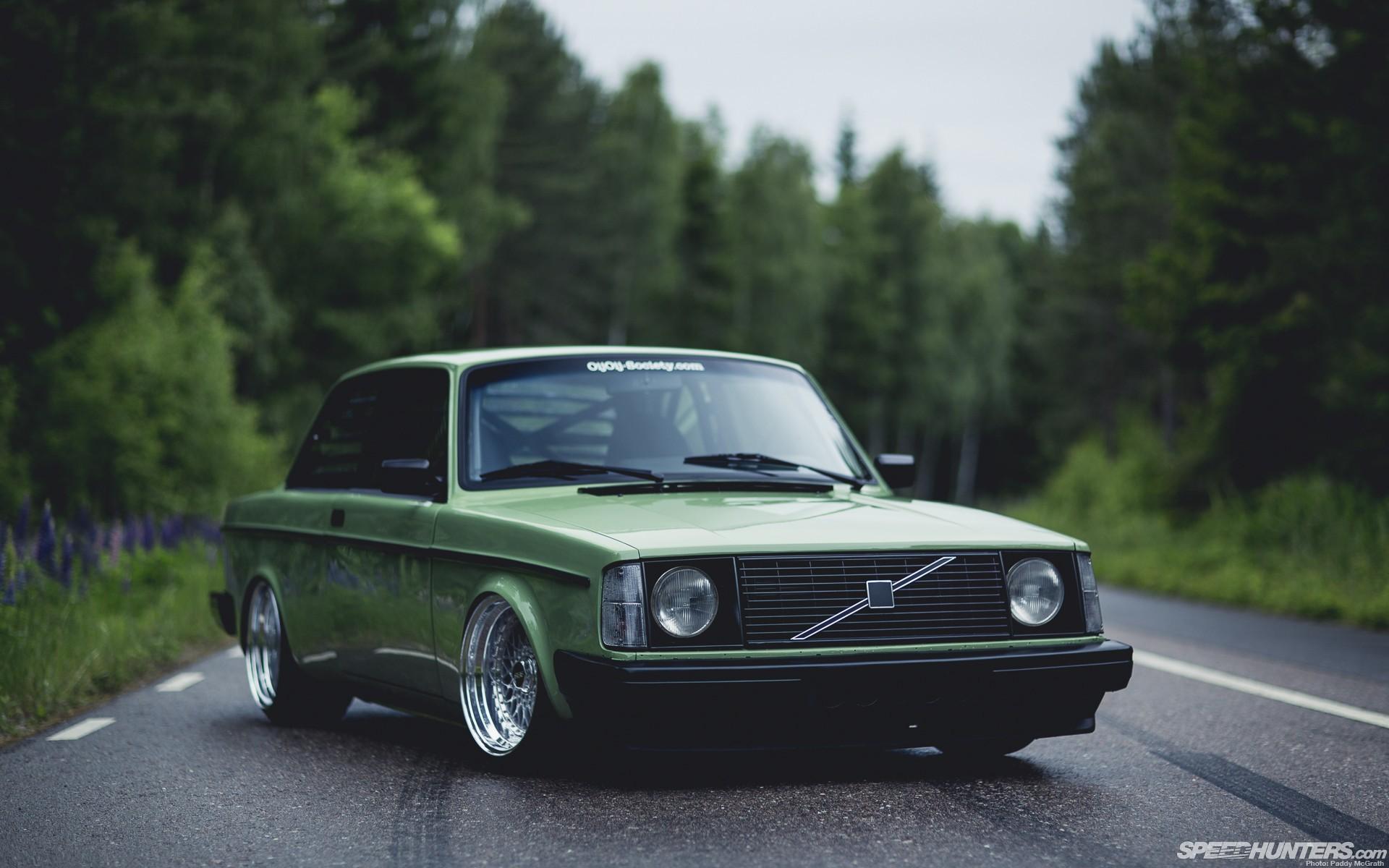 Volvo 240 wallpaper